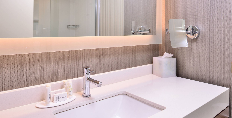 https://www.hotelsbyday.com/_data/default-hotel_image/2/14890/4.jpg