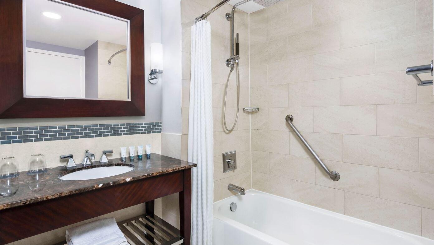 https://www.hotelsbyday.com/_data/default-hotel_image/2/14971/westin5.jpg