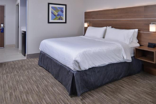 Holiday Inn Express & Suites Marshalltown