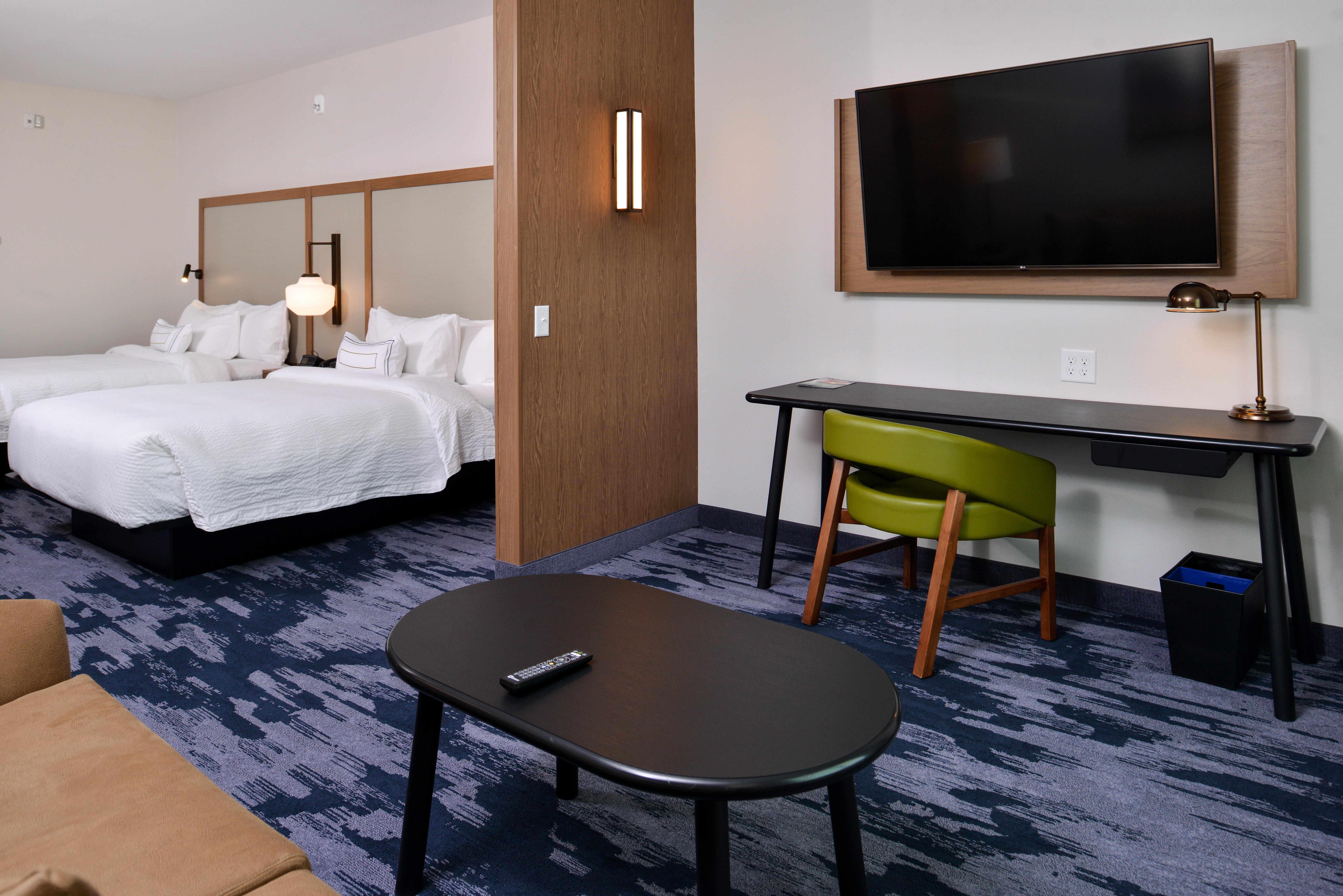 https://www.hotelsbyday.com/_data/default-hotel_image/3/15068/fis-mspfk-2queensuit-rd2md.jpg