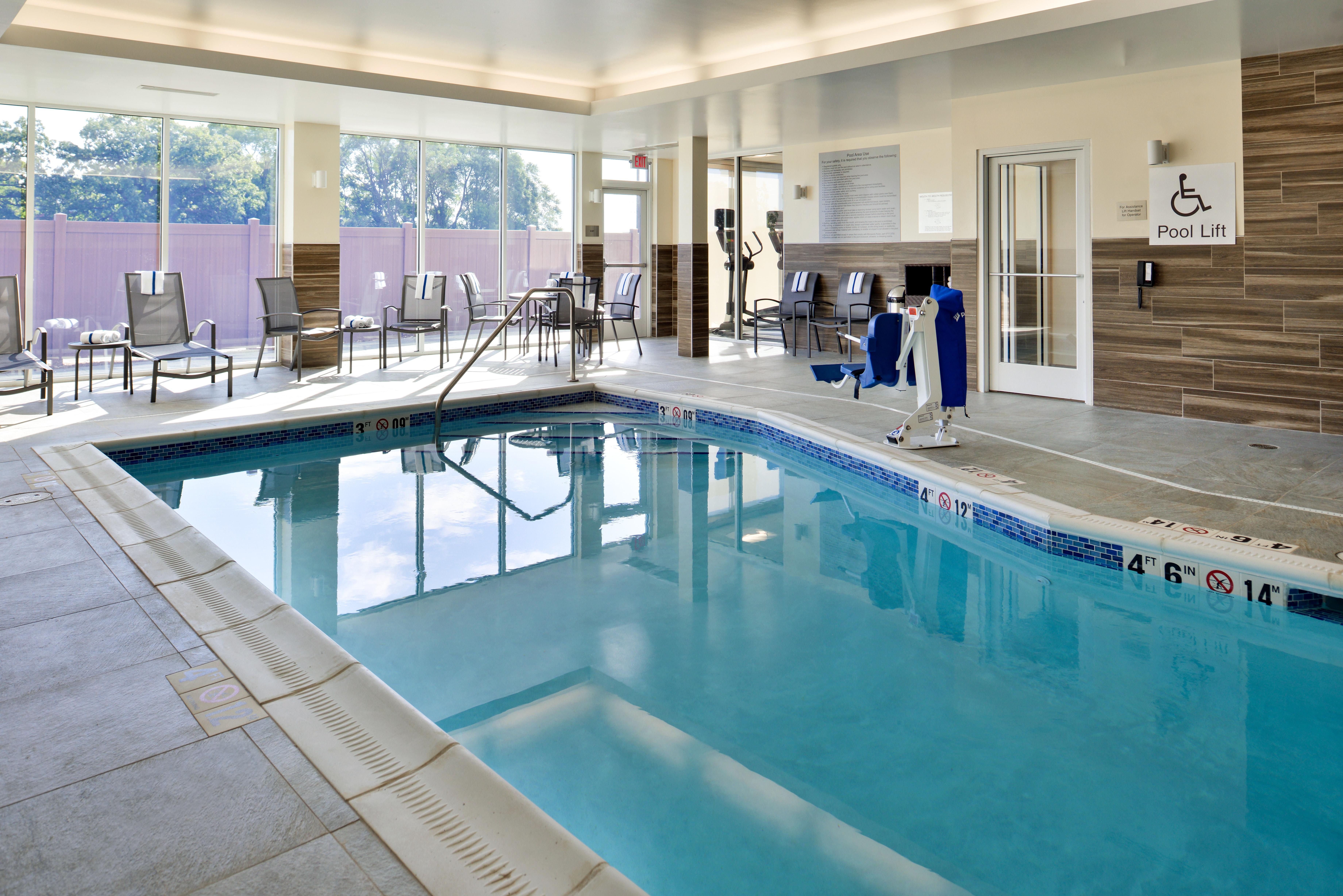 https://www.hotelsbyday.com/_data/default-hotel_image/3/15104/fis-mspfk-pool2.jpg