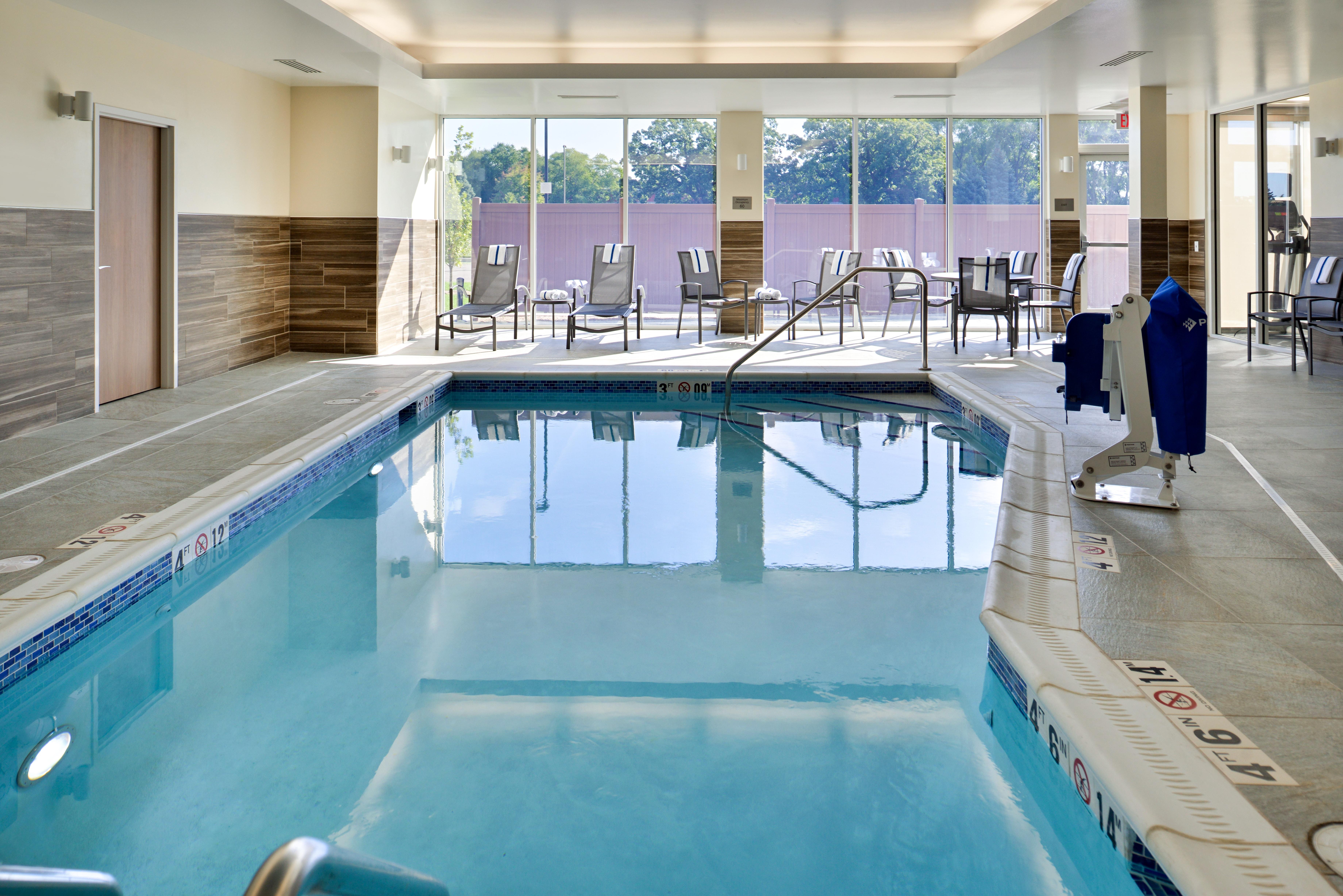 https://www.hotelsbyday.com/_data/default-hotel_image/3/15105/fis-mspfk-pool3.jpg
