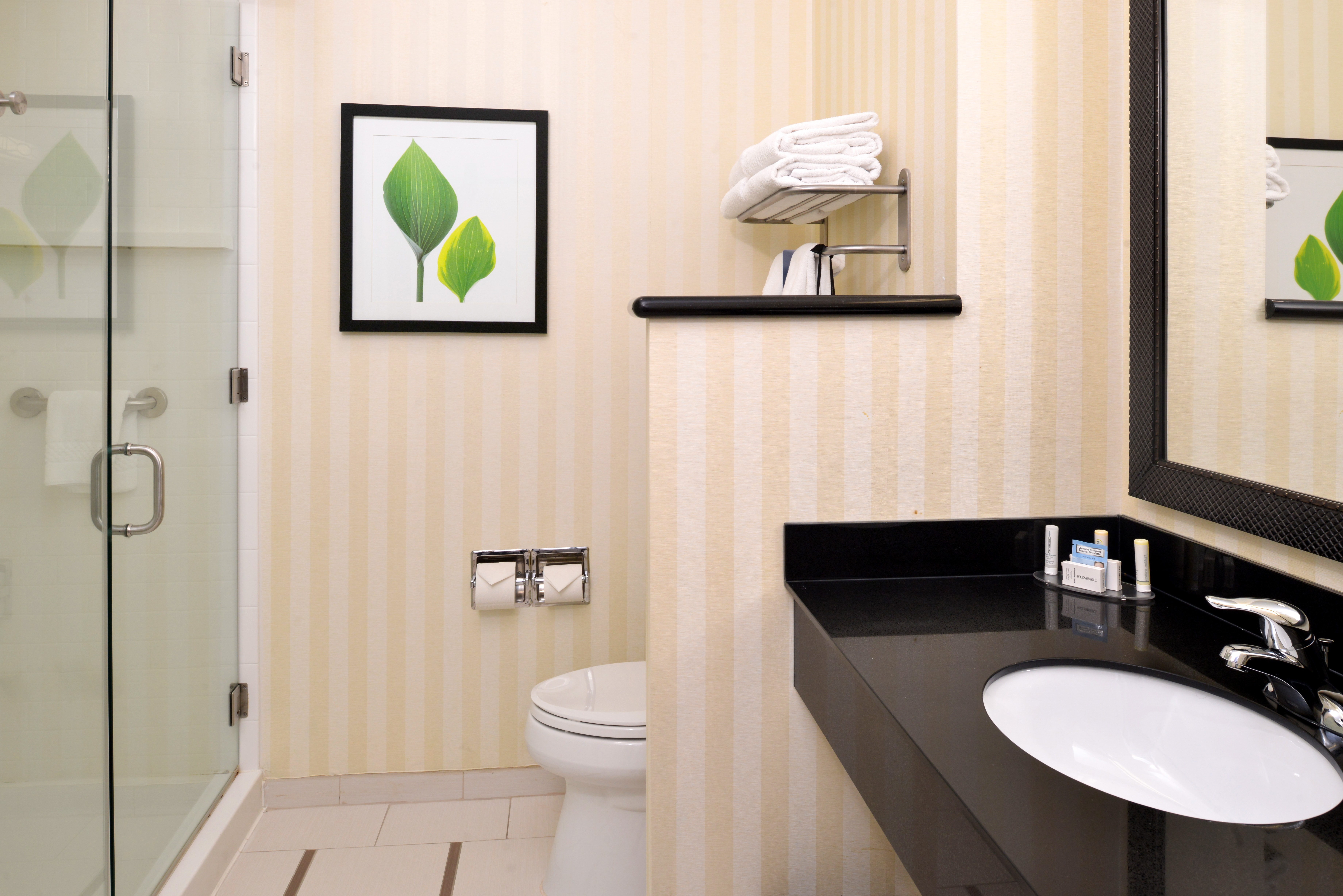https://www.hotelsbyday.com/_data/default-hotel_image/3/15126/fis-cidcr-bathroom2.jpg