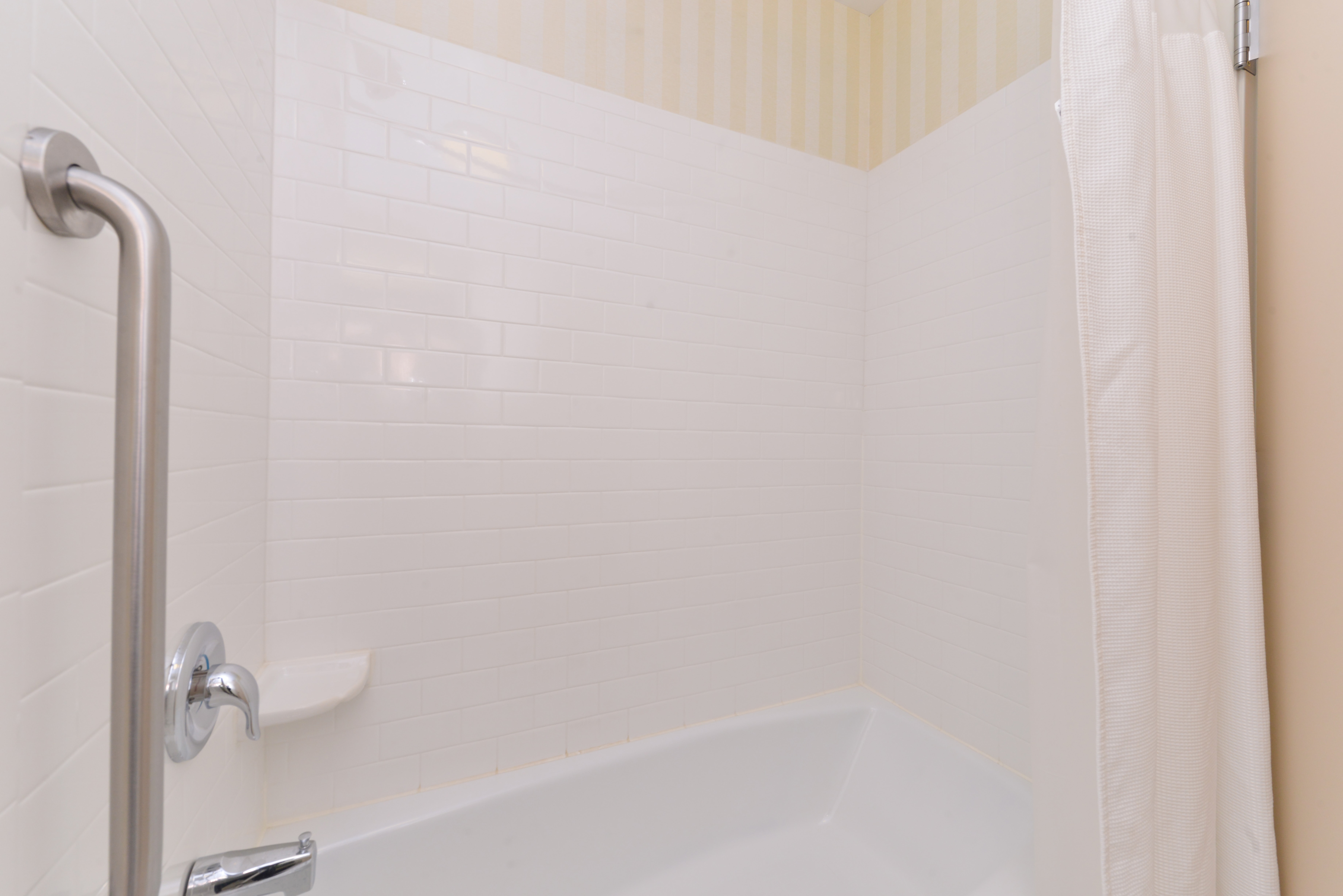 https://www.hotelsbyday.com/_data/default-hotel_image/3/15127/fis-cidcr-bathroom4.jpg