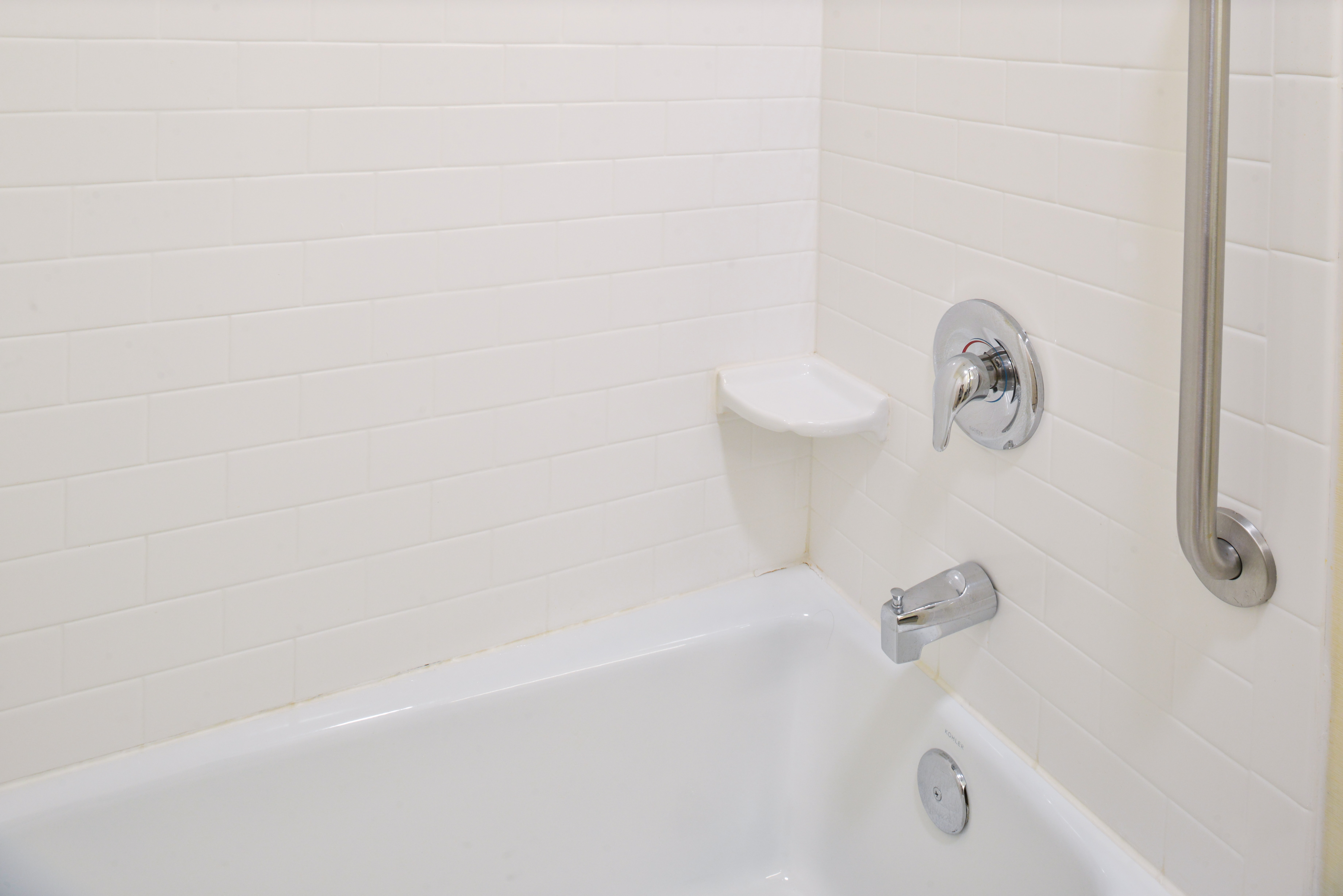 https://www.hotelsbyday.com/_data/default-hotel_image/3/15128/fis-cidcr-bathroom6.jpg