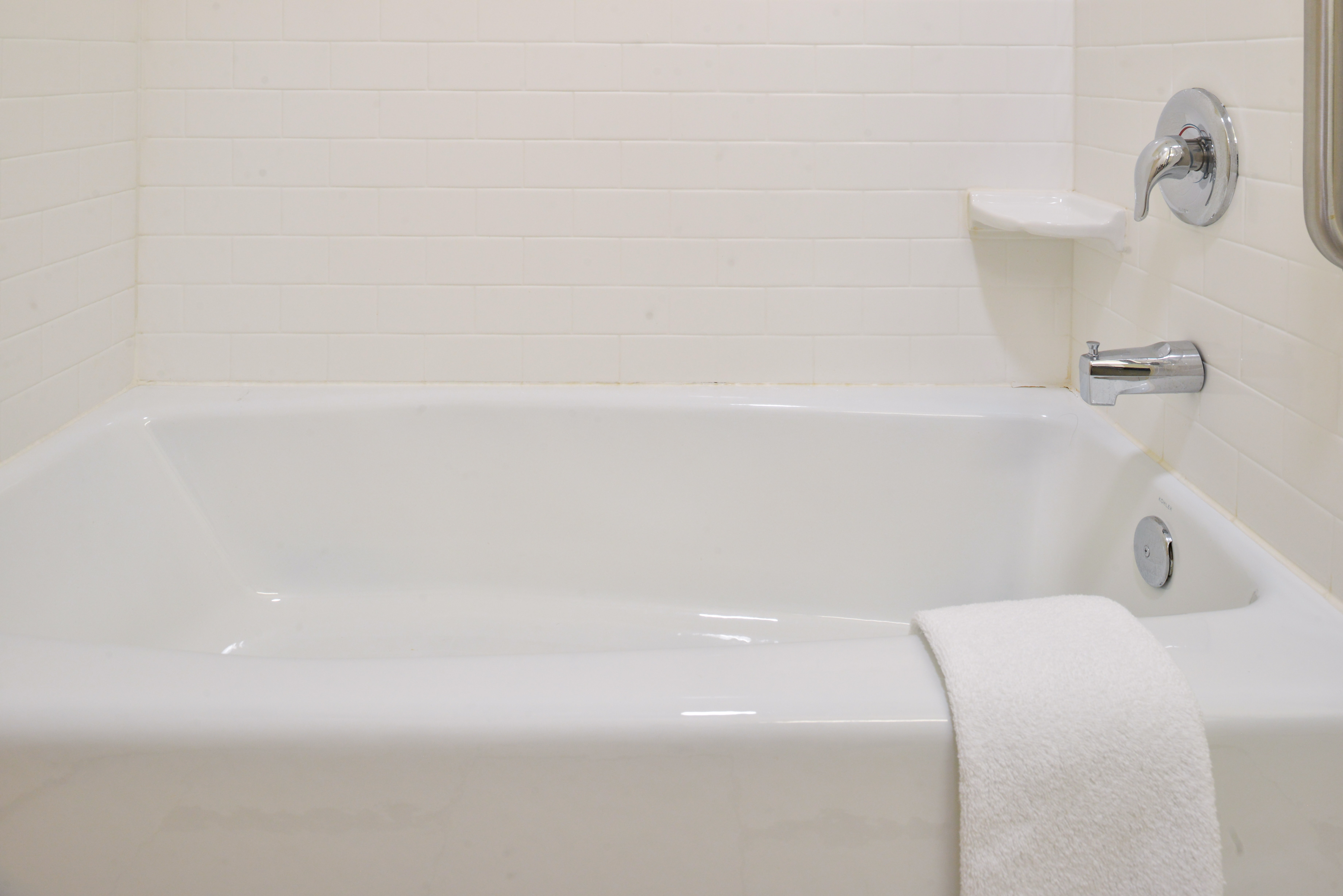 https://www.hotelsbyday.com/_data/default-hotel_image/3/15129/fis-cidcr-bathroom7.jpg