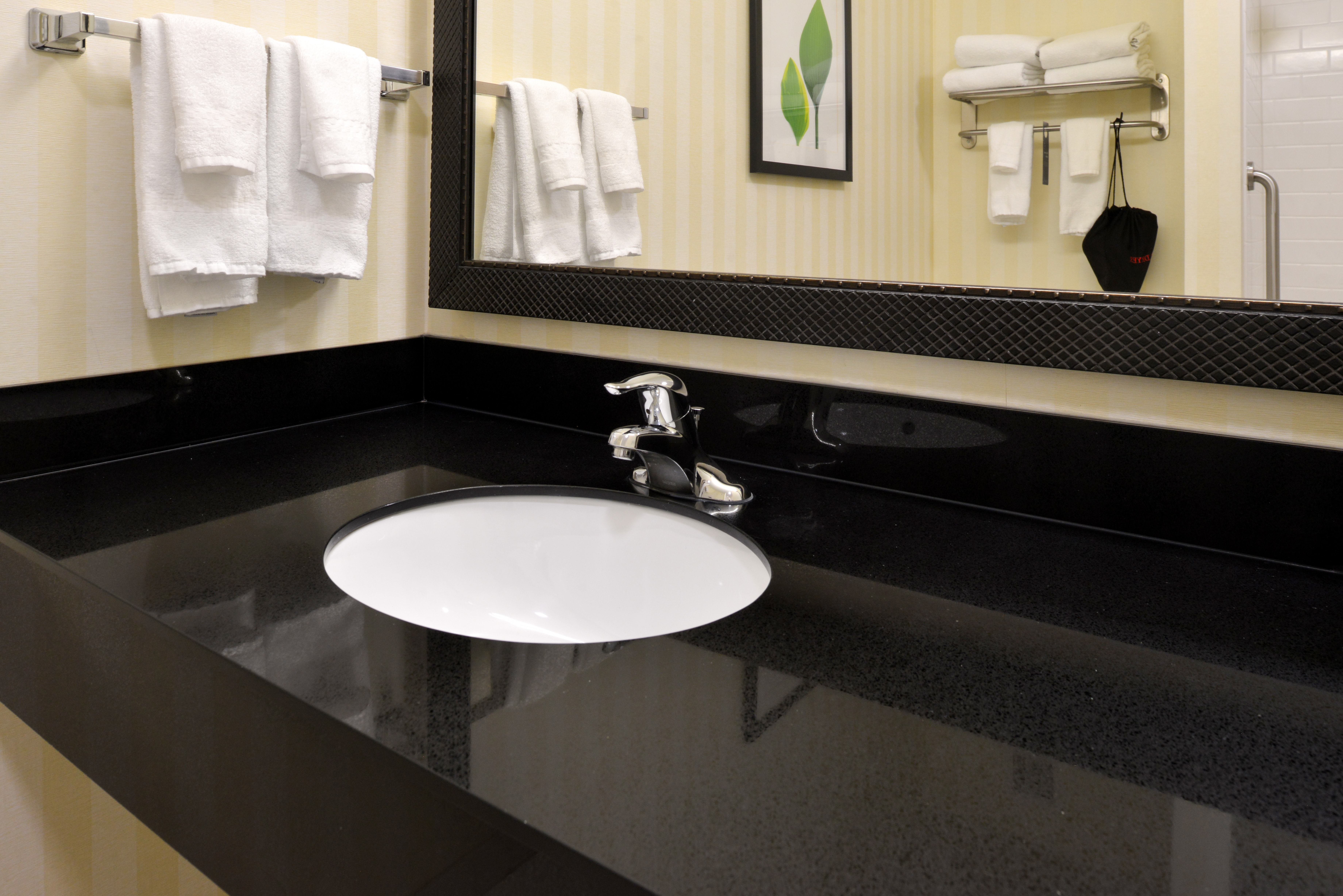 https://www.hotelsbyday.com/_data/default-hotel_image/3/15130/fis-cidcr-bathroom5.jpg