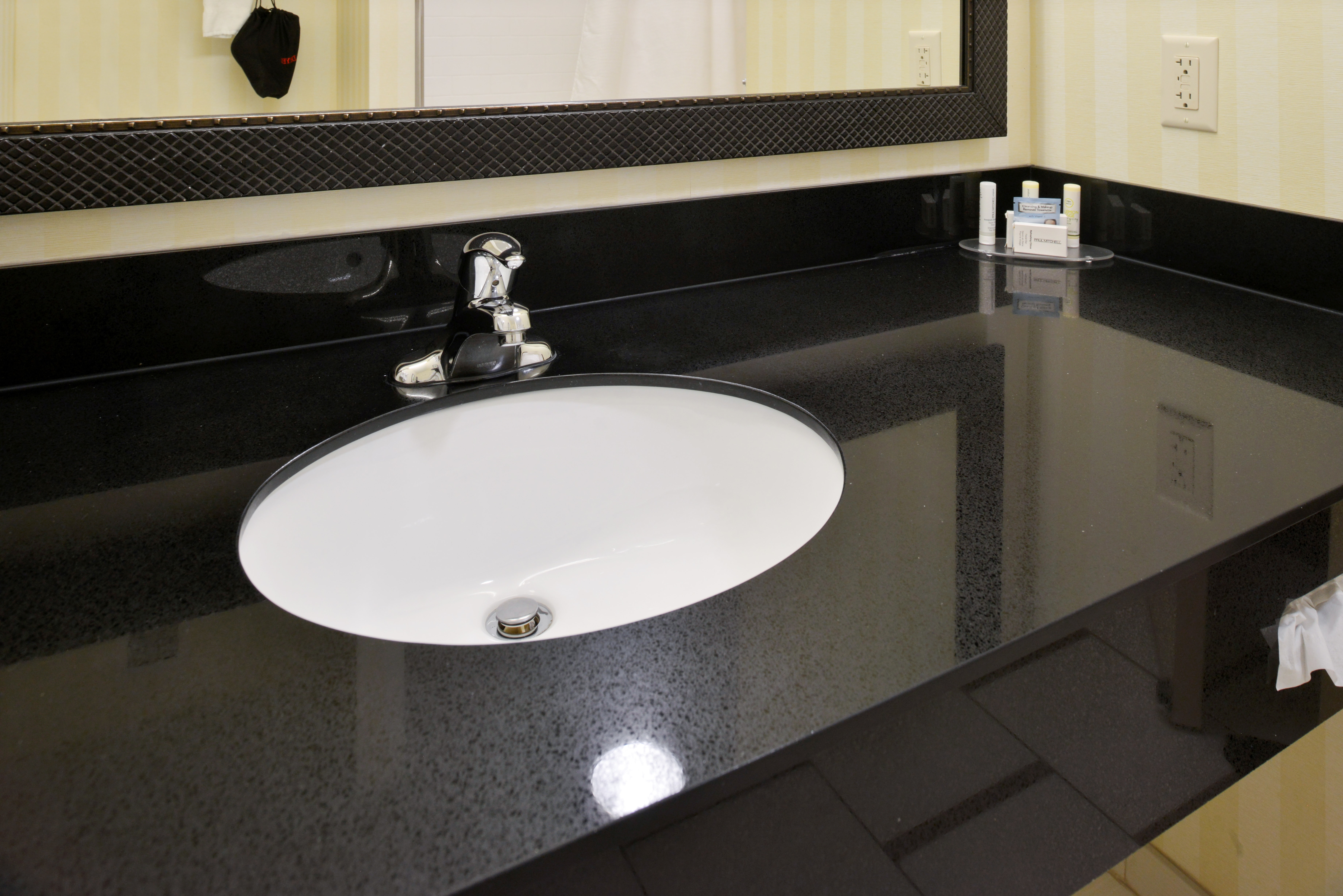 https://www.hotelsbyday.com/_data/default-hotel_image/3/15132/fis-cidcr-bathroom8.jpg