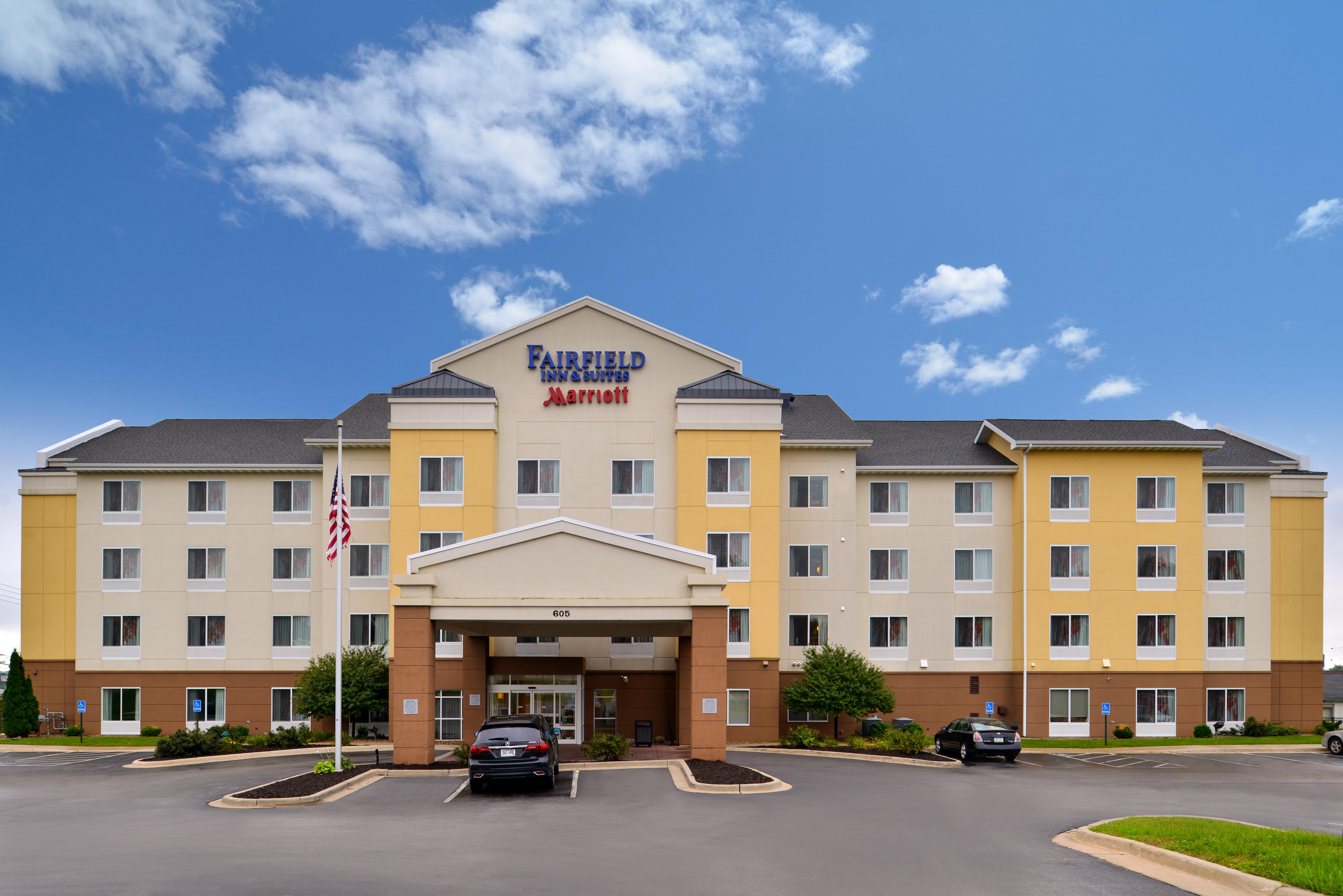 https://www.hotelsbyday.com/_data/default-hotel_image/3/15143/fis-cidcr-exterior2.jpg