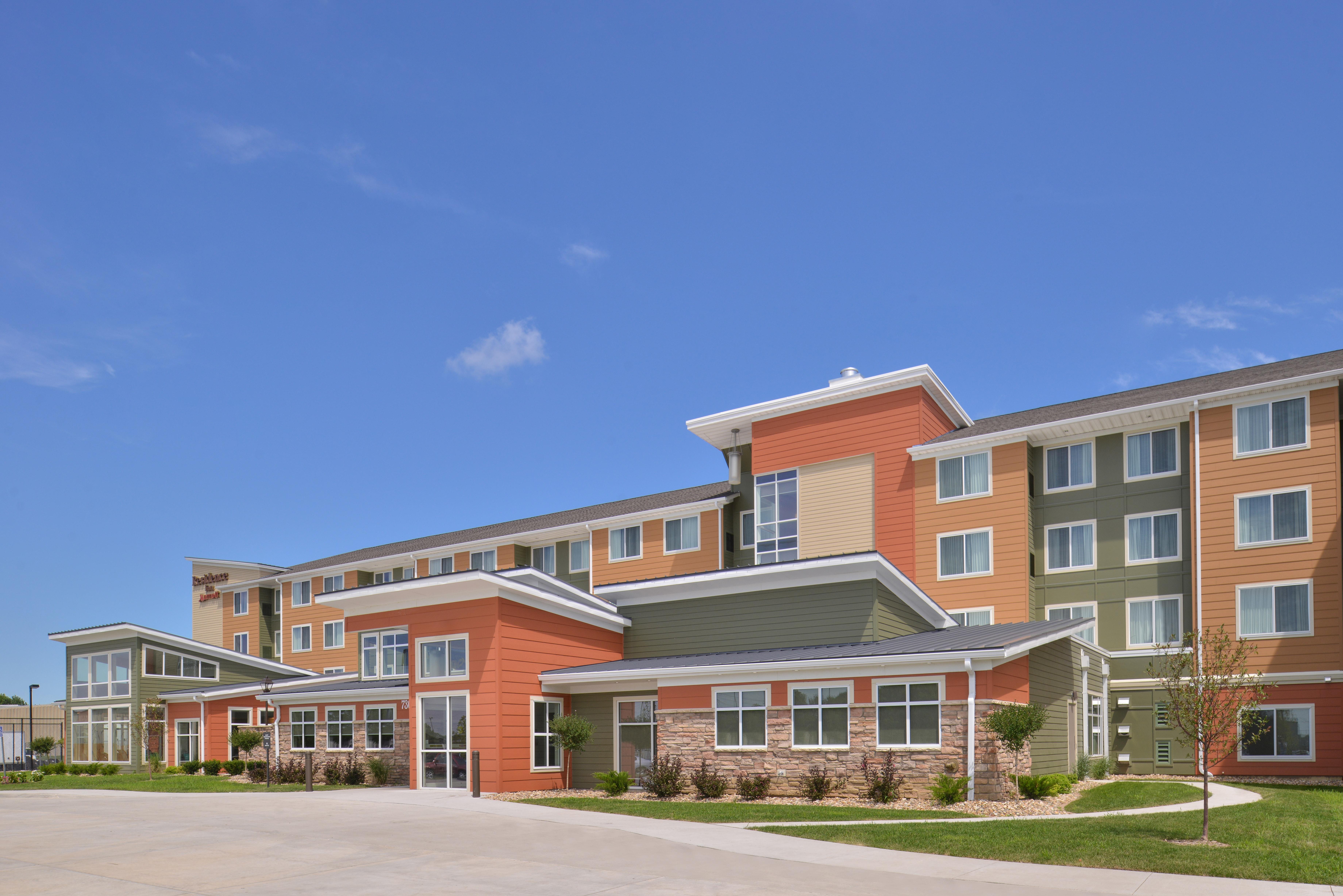 https://www.hotelsbyday.com/_data/default-hotel_image/3/15295/ri-cidcs-exterior1.jpg