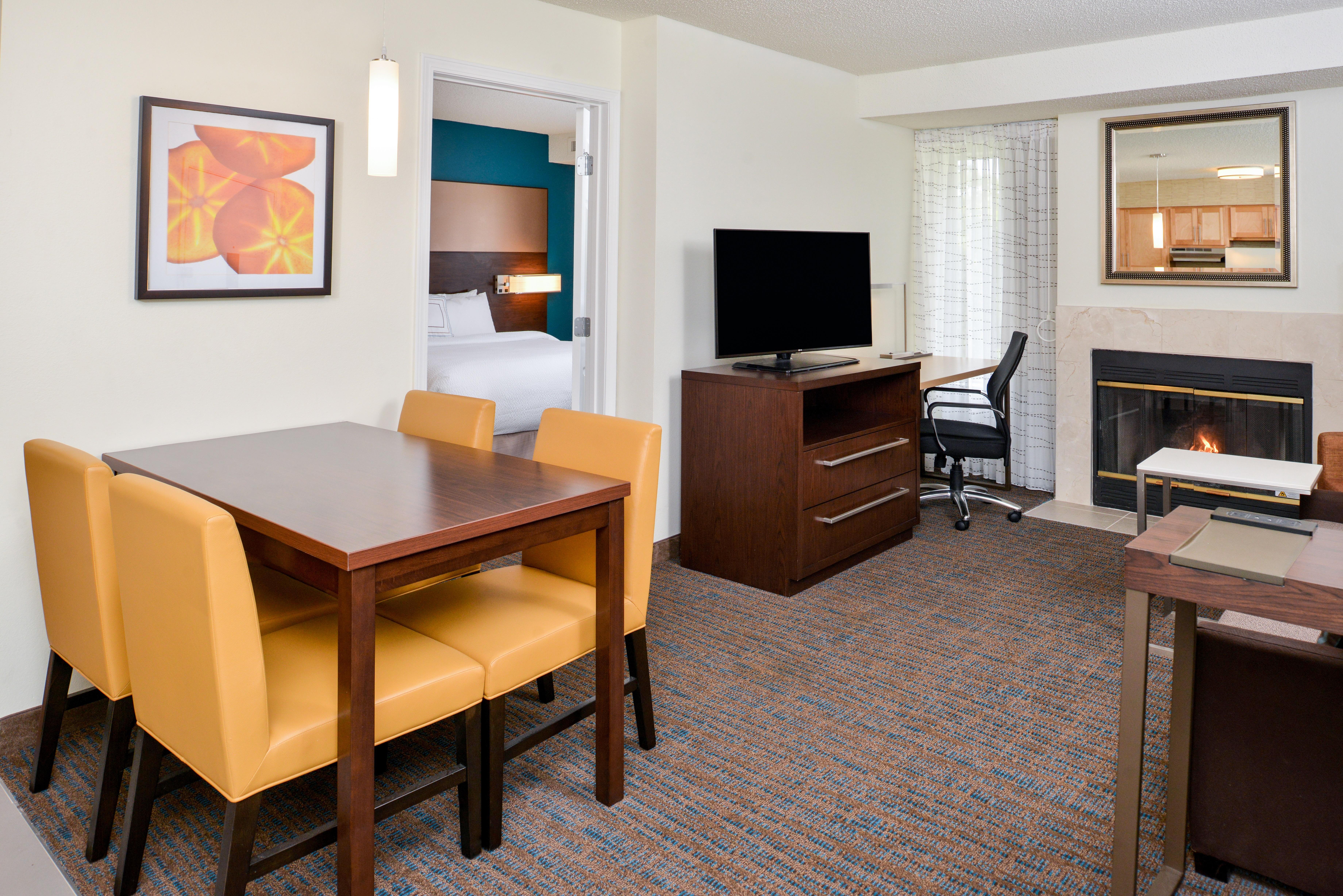 https://www.hotelsbyday.com/_data/default-hotel_image/3/15394/ri-sgfbr-2bedroomsuite1.jpg
