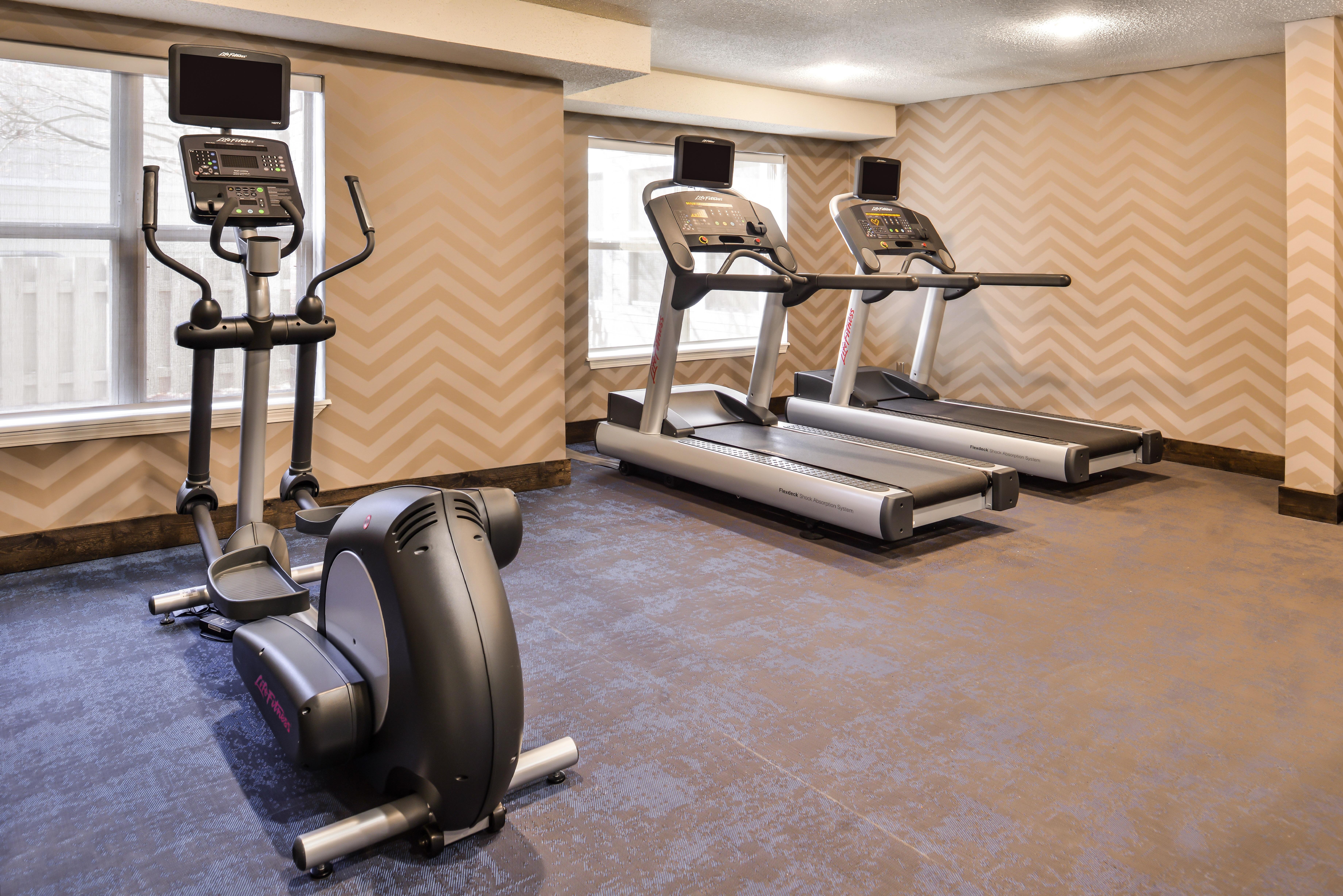 https://www.hotelsbyday.com/_data/default-hotel_image/3/15395/ri-sgfbr-fitness3.jpg