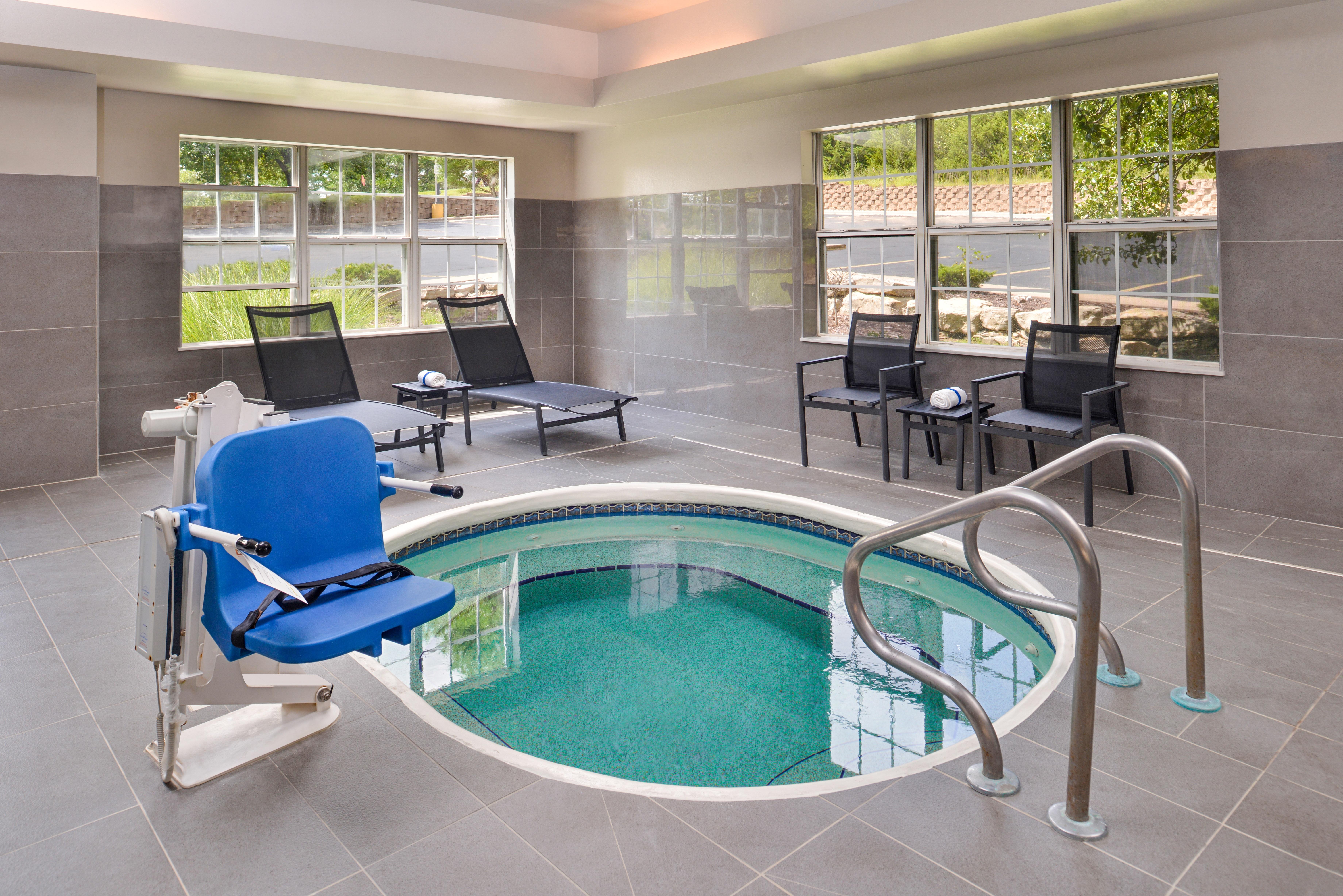 https://www.hotelsbyday.com/_data/default-hotel_image/3/15401/ri-sgfbr-pool2.jpg