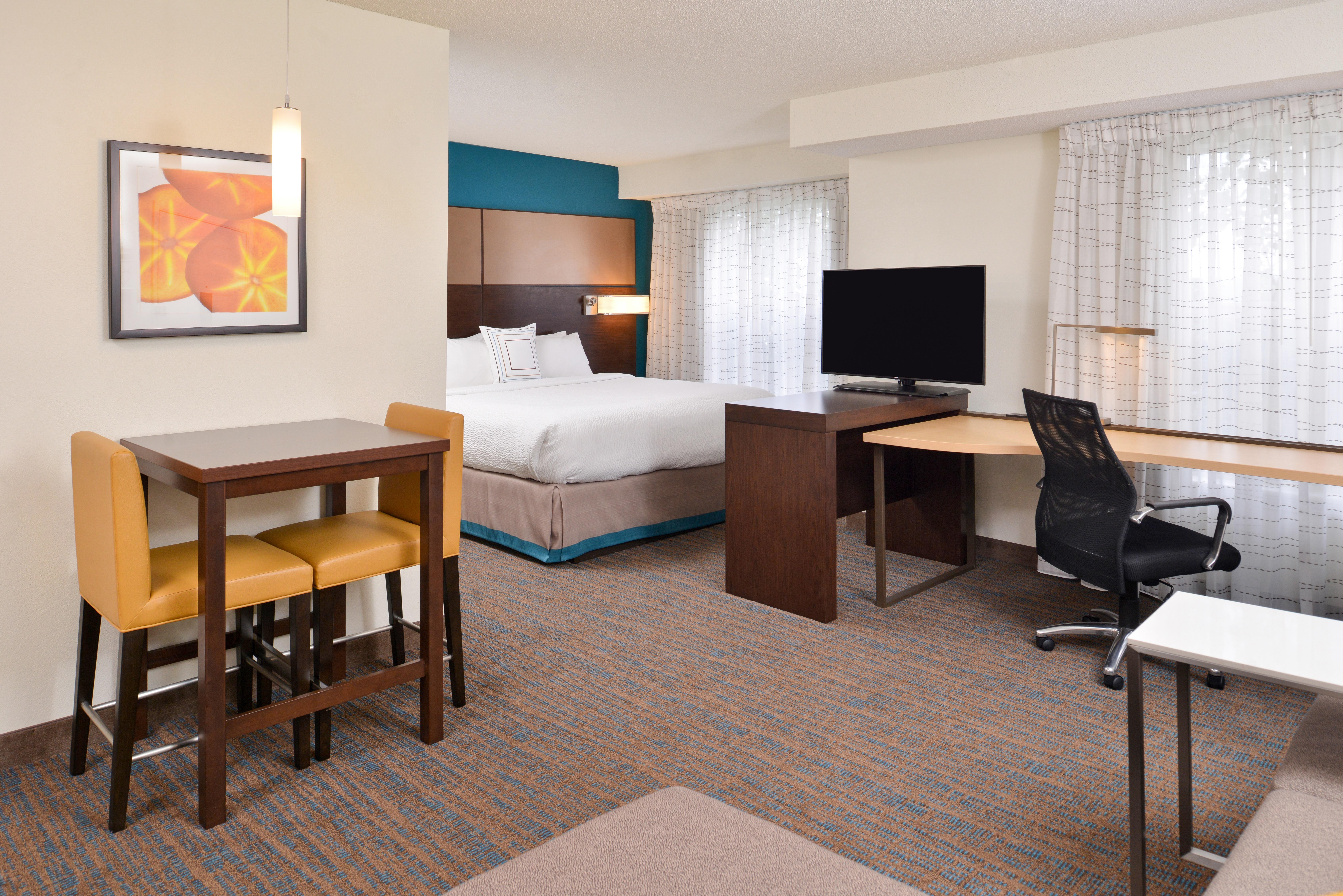 https://www.hotelsbyday.com/_data/default-hotel_image/3/15402/ri-sgfbr-studio5.jpg