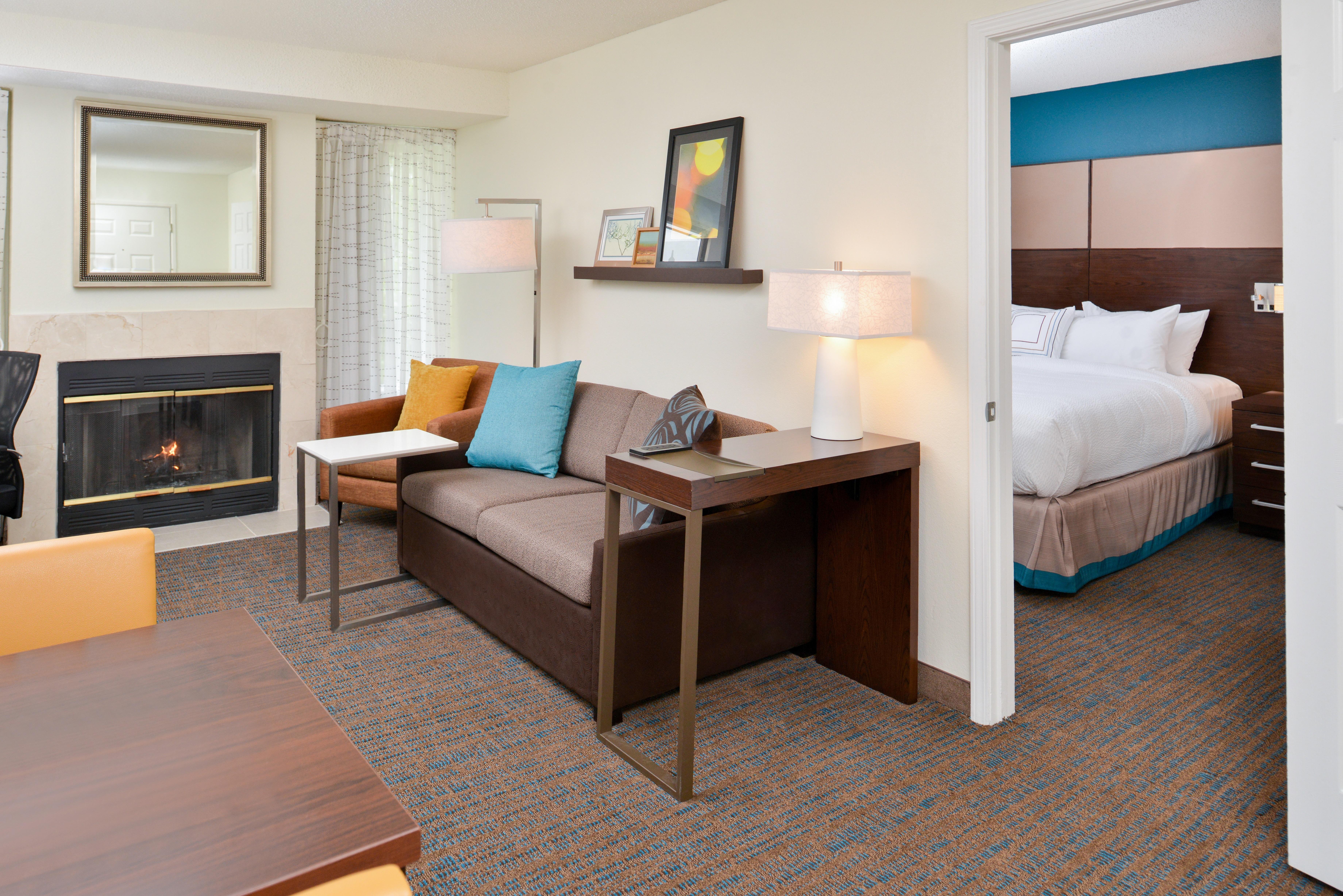 https://www.hotelsbyday.com/_data/default-hotel_image/3/15404/ri-sgfbr-2bedroomsuite8.jpg