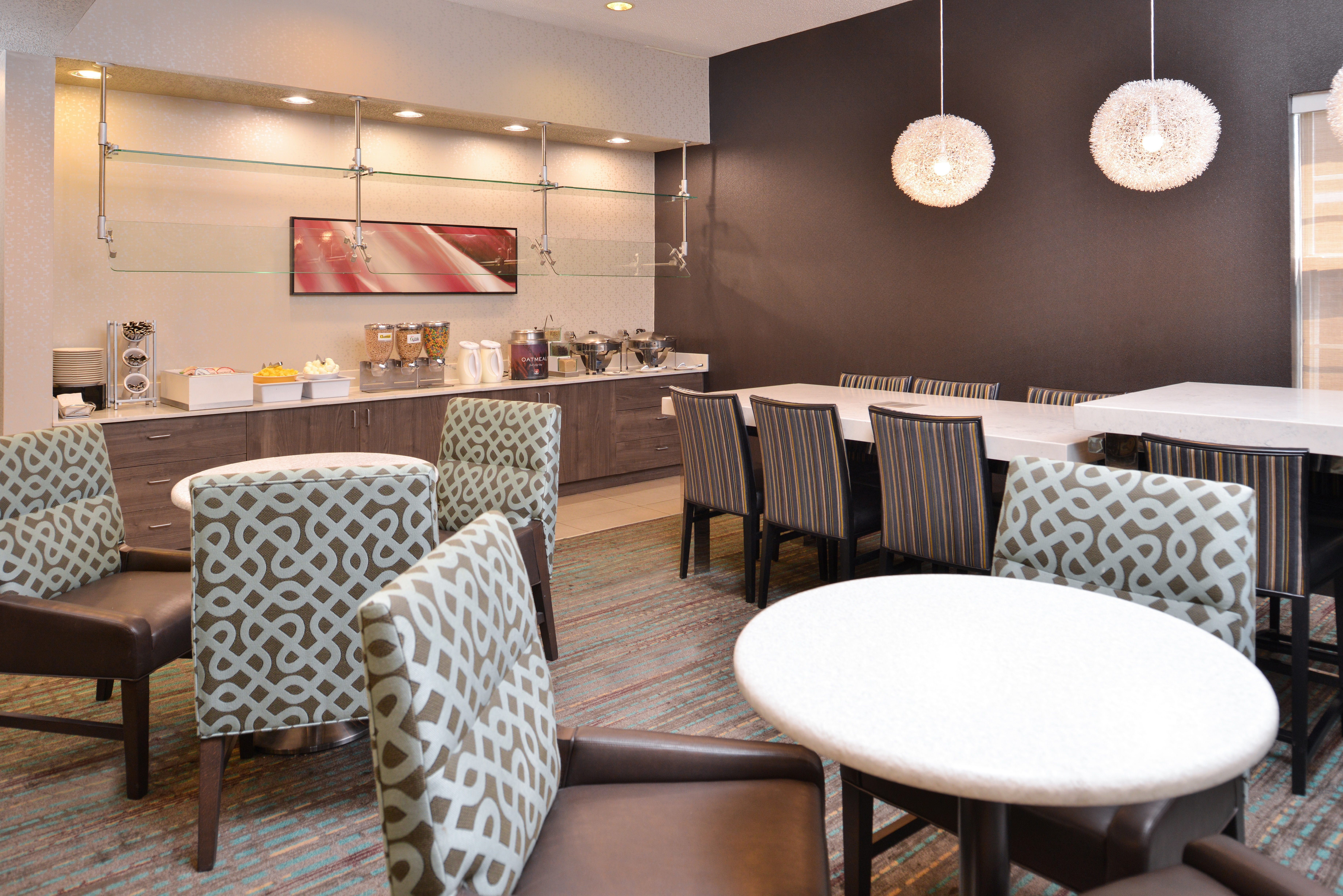 https://www.hotelsbyday.com/_data/default-hotel_image/3/15407/ri-sgfbr-breakfastarea4.jpg