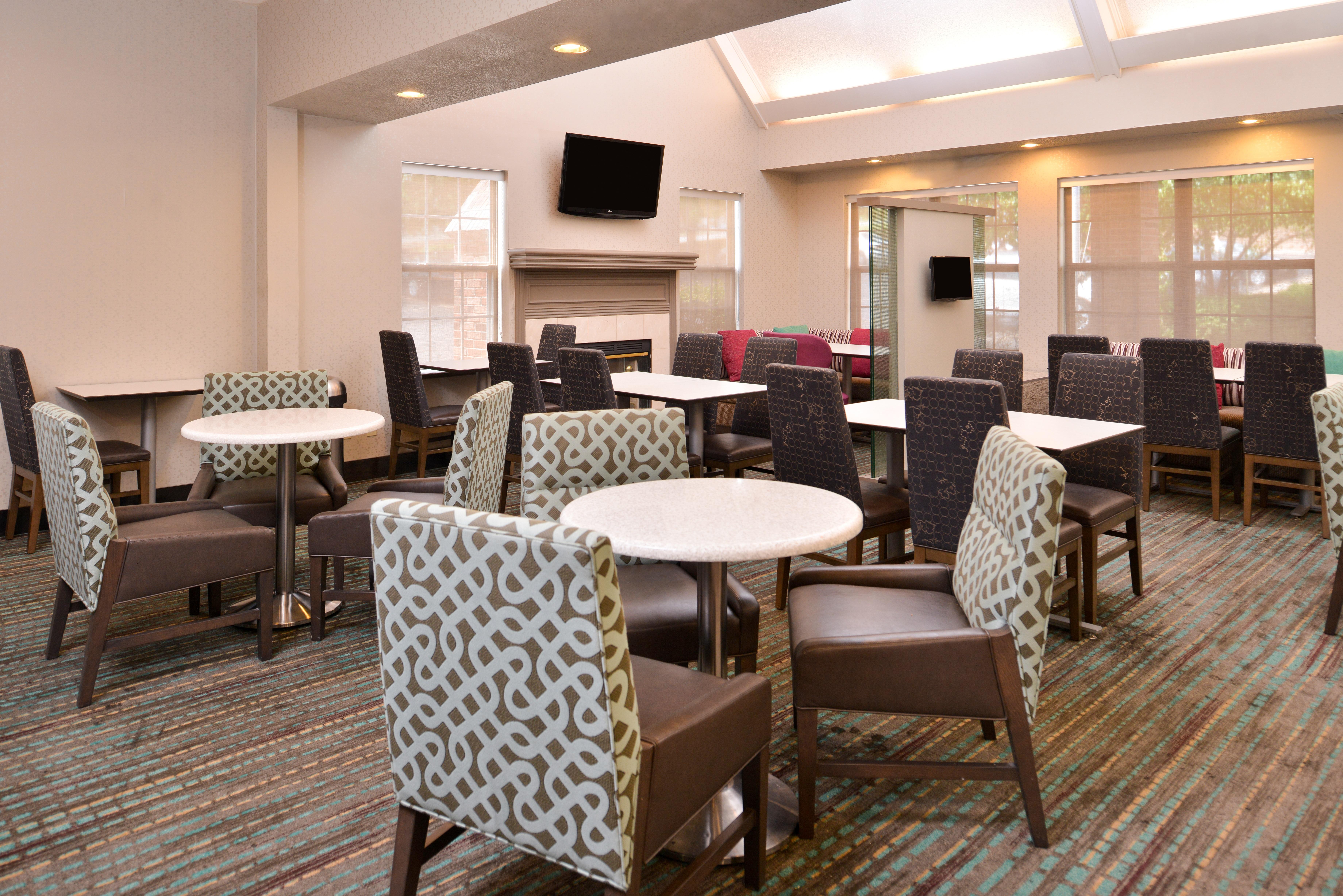https://www.hotelsbyday.com/_data/default-hotel_image/3/15410/ri-sgfbr-breakfastarea3.jpg