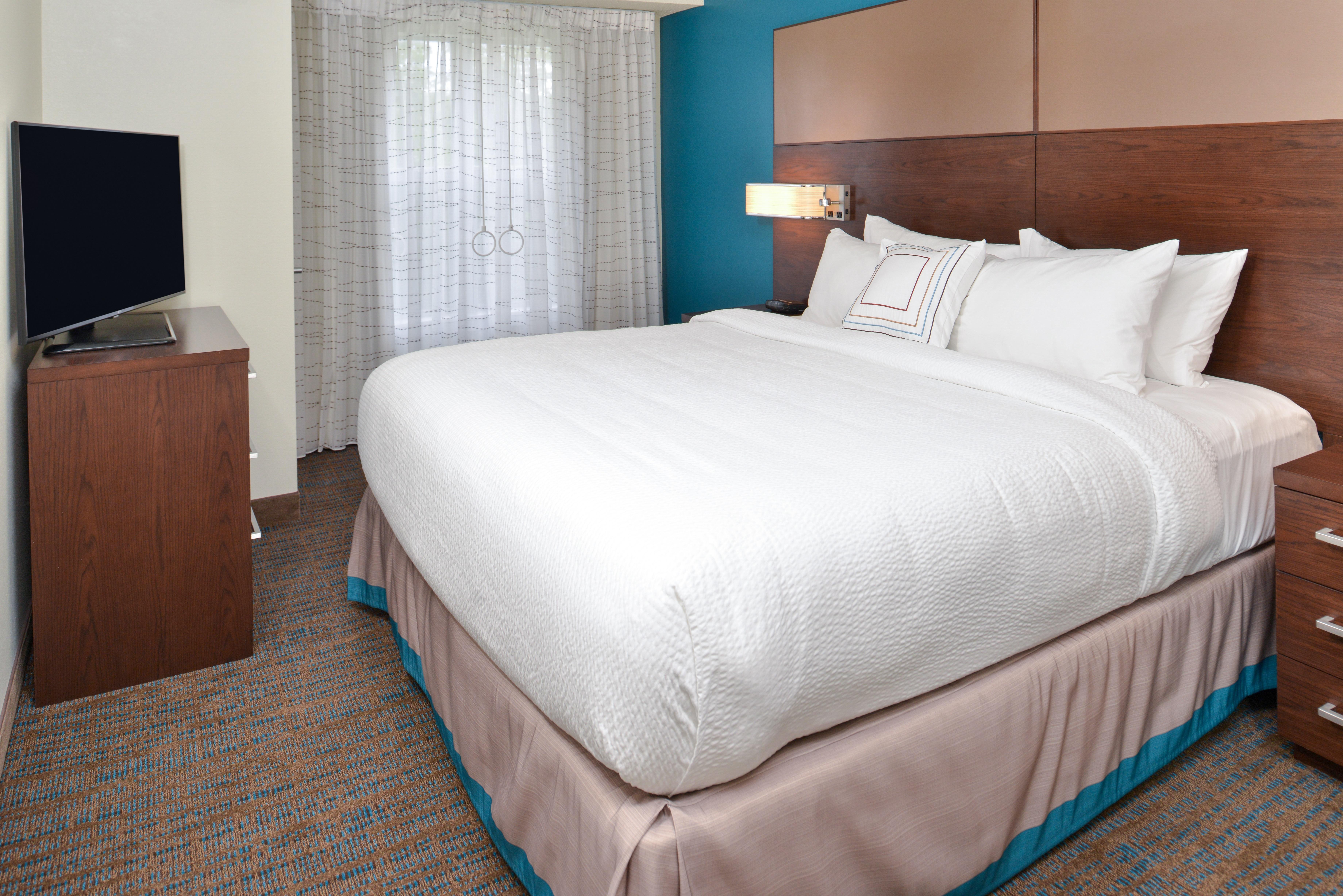https://www.hotelsbyday.com/_data/default-hotel_image/3/15413/ri-sgfbr-2bedroomsuite6.jpg