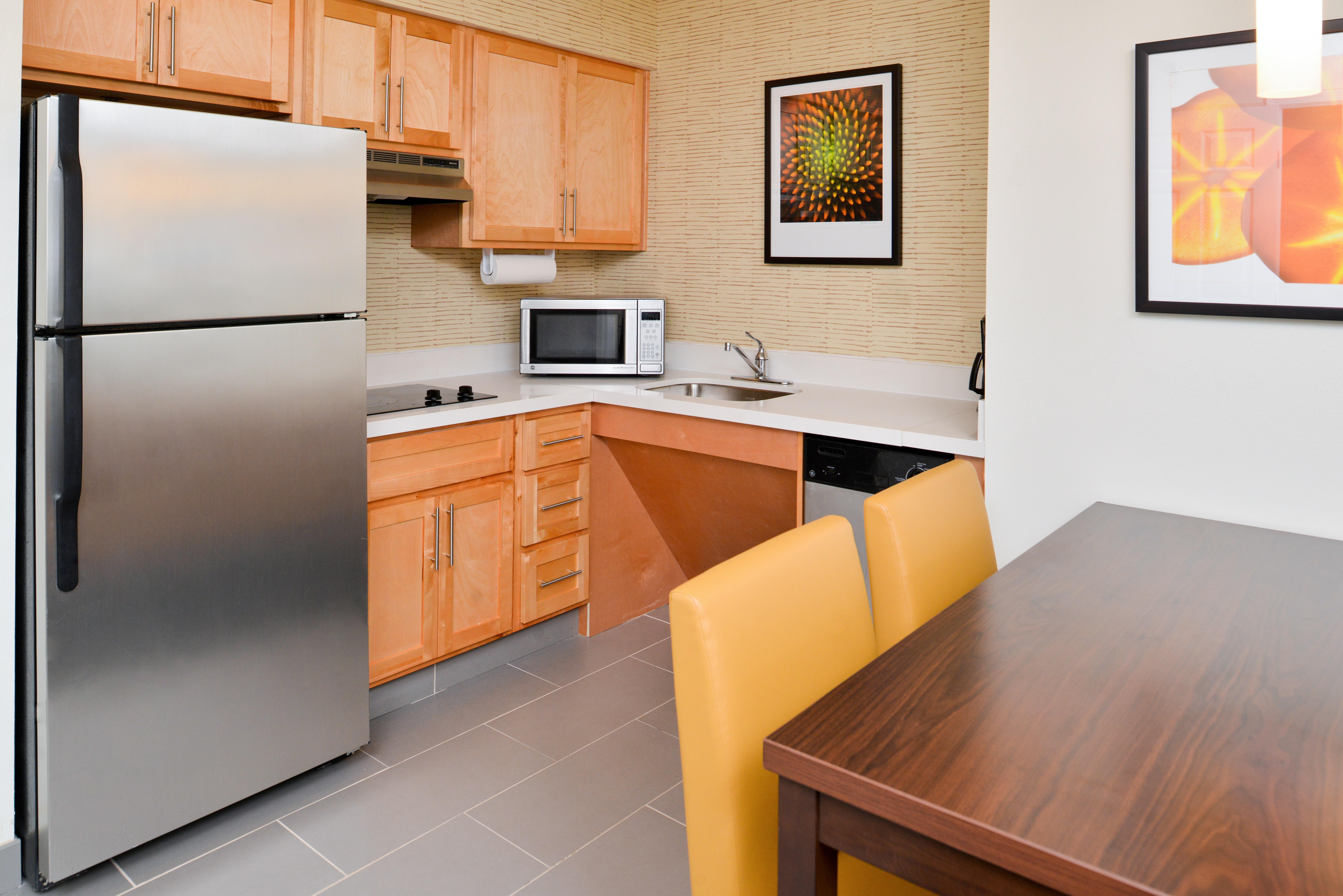https://www.hotelsbyday.com/_data/default-hotel_image/3/15416/ri-sgfbr-2bedroomsuite2.jpg