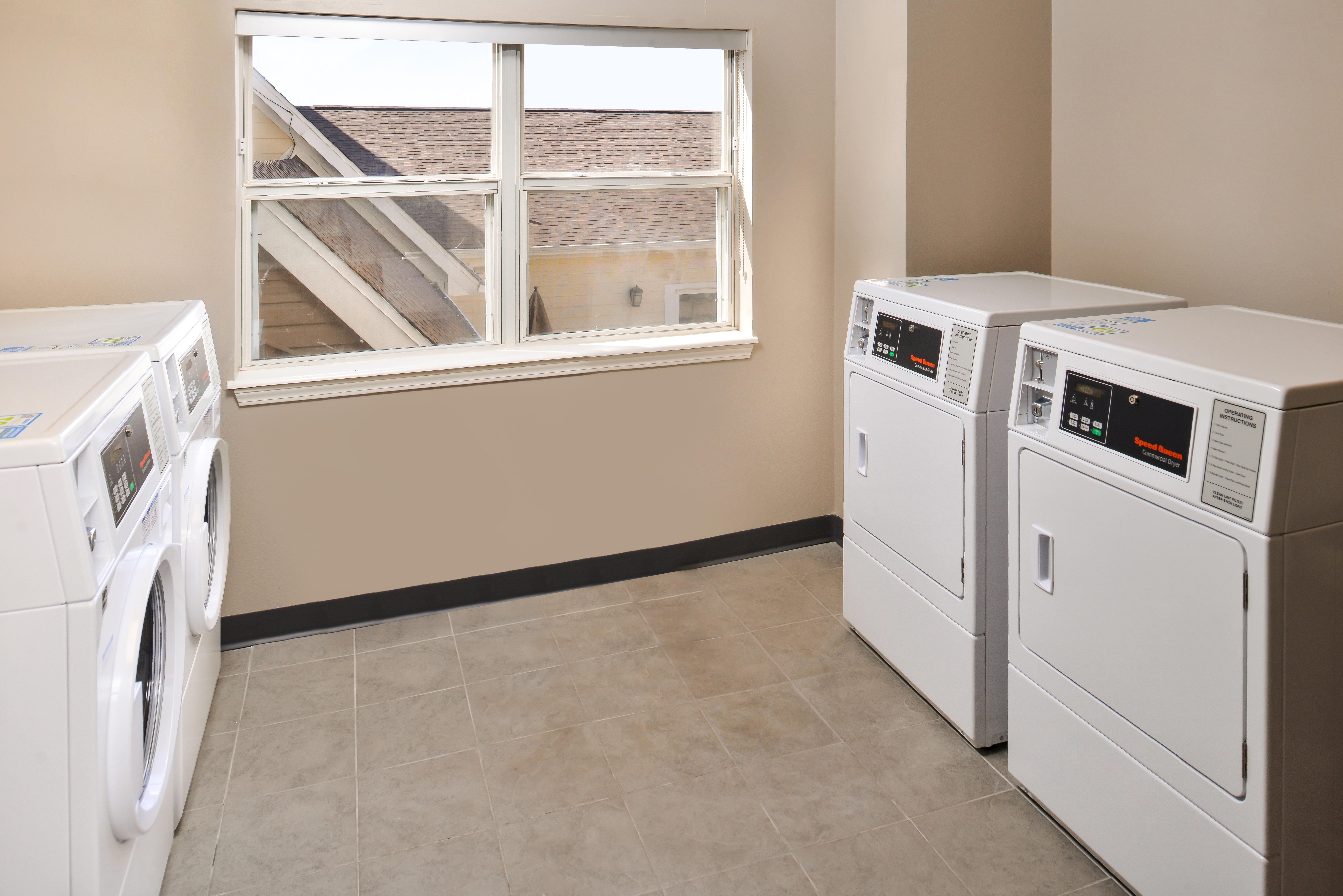 https://www.hotelsbyday.com/_data/default-hotel_image/3/15421/ri-sgfbr-laundry1.jpg