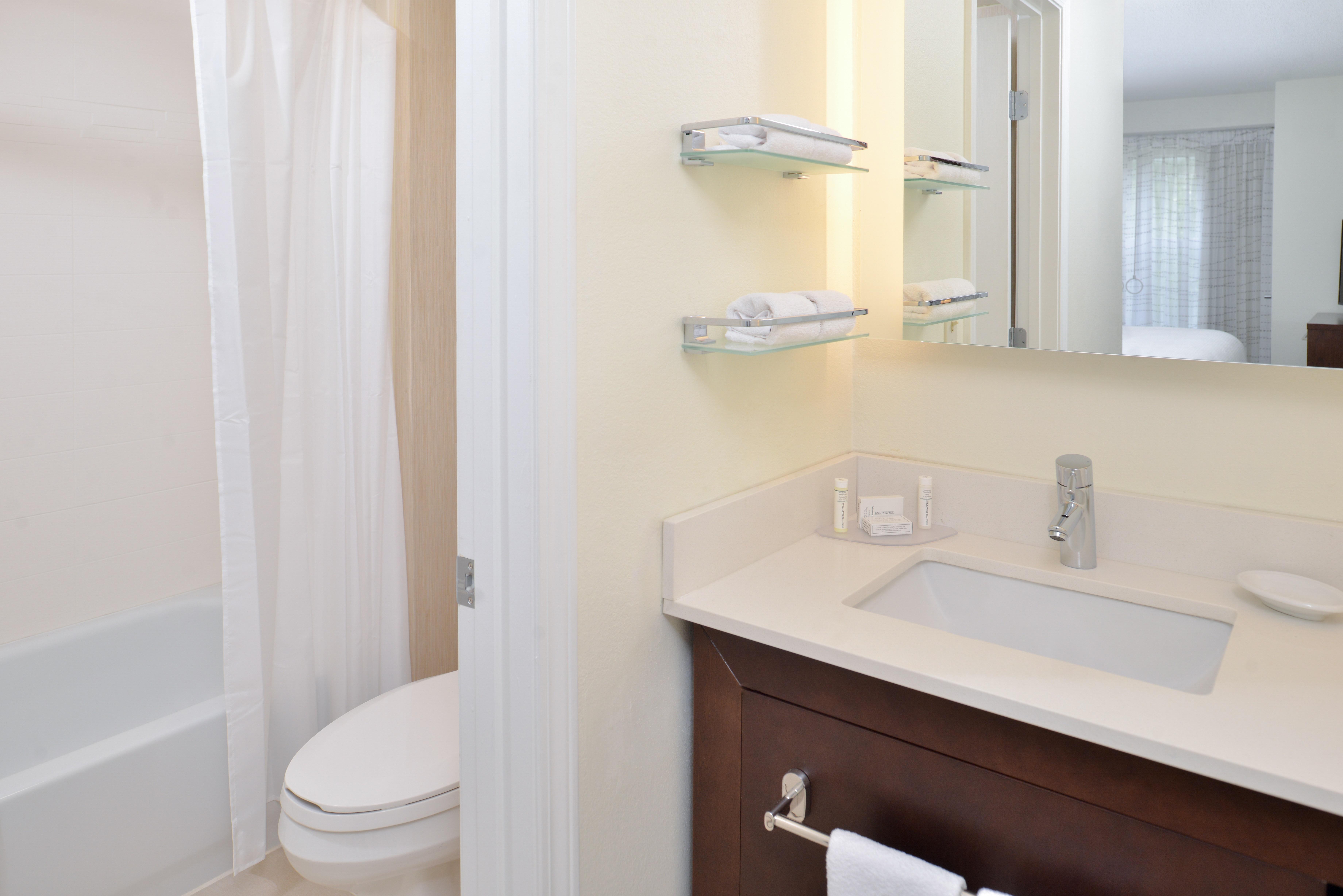 https://www.hotelsbyday.com/_data/default-hotel_image/3/15430/ri-sgfbr-2bedroomsuite7.jpg