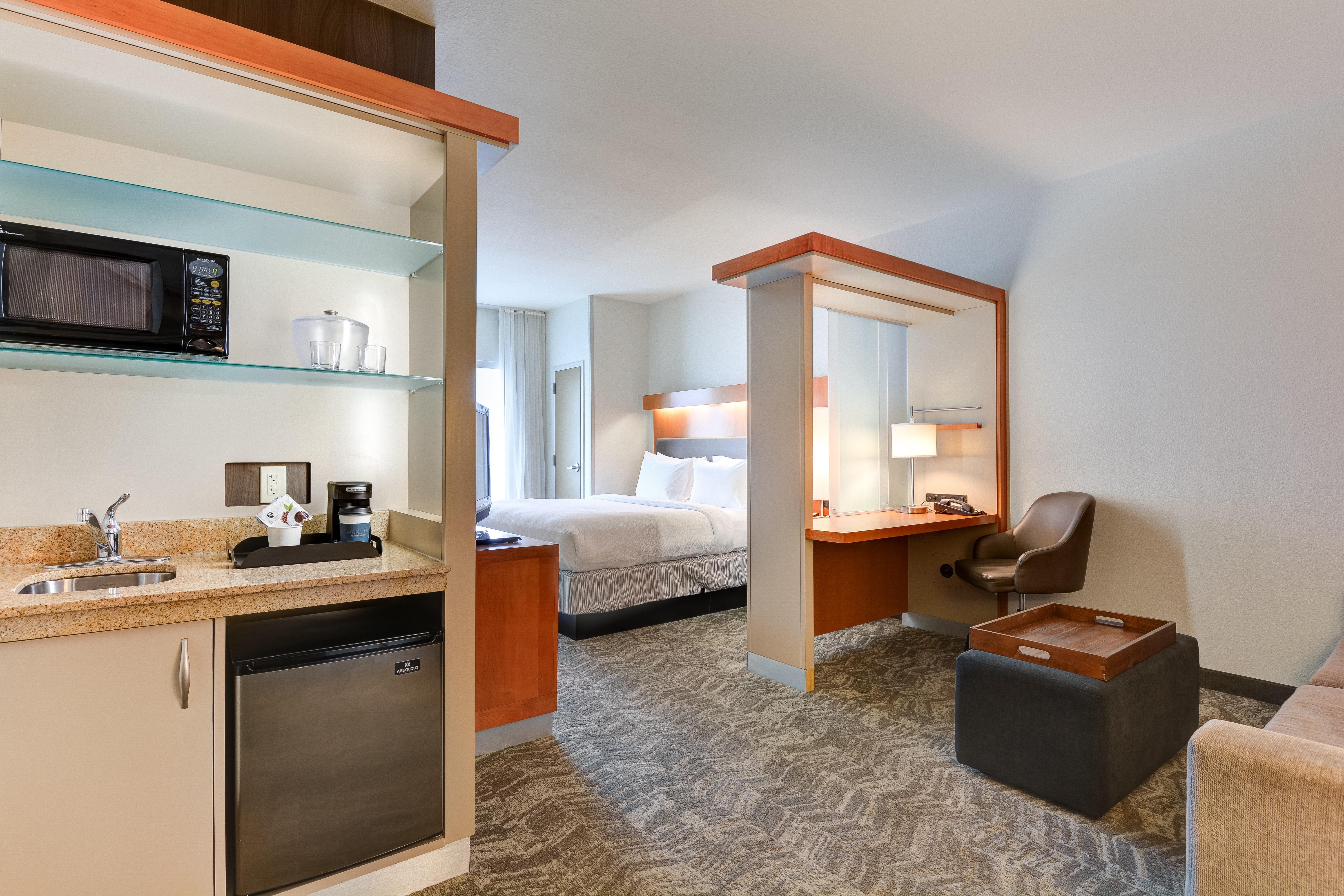 https://www.hotelsbyday.com/_data/default-hotel_image/3/15462/springhill-suites-bo-uhshn.jpg