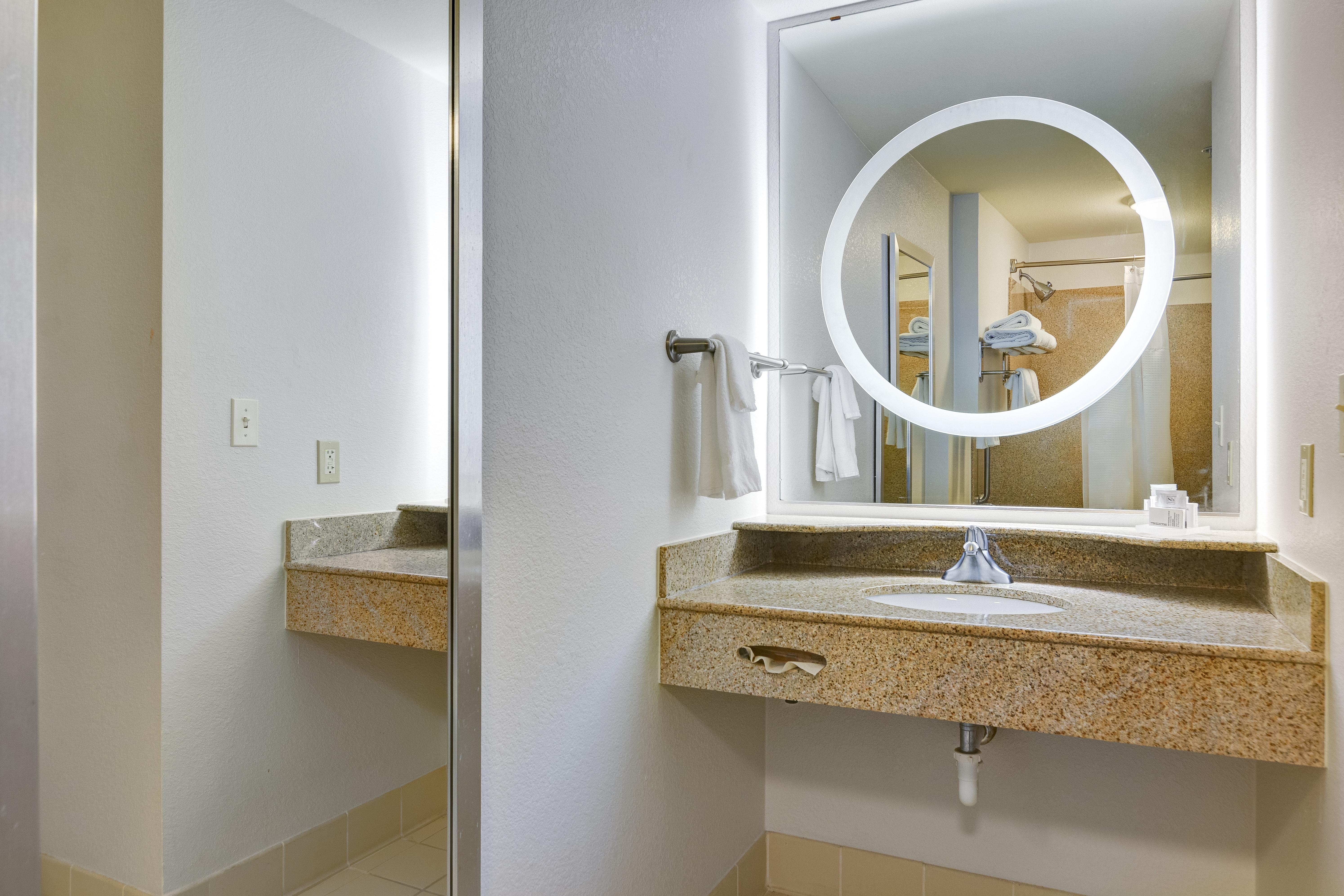 https://www.hotelsbyday.com/_data/default-hotel_image/3/15468/springhill-suites-bo-zbtwo.jpg