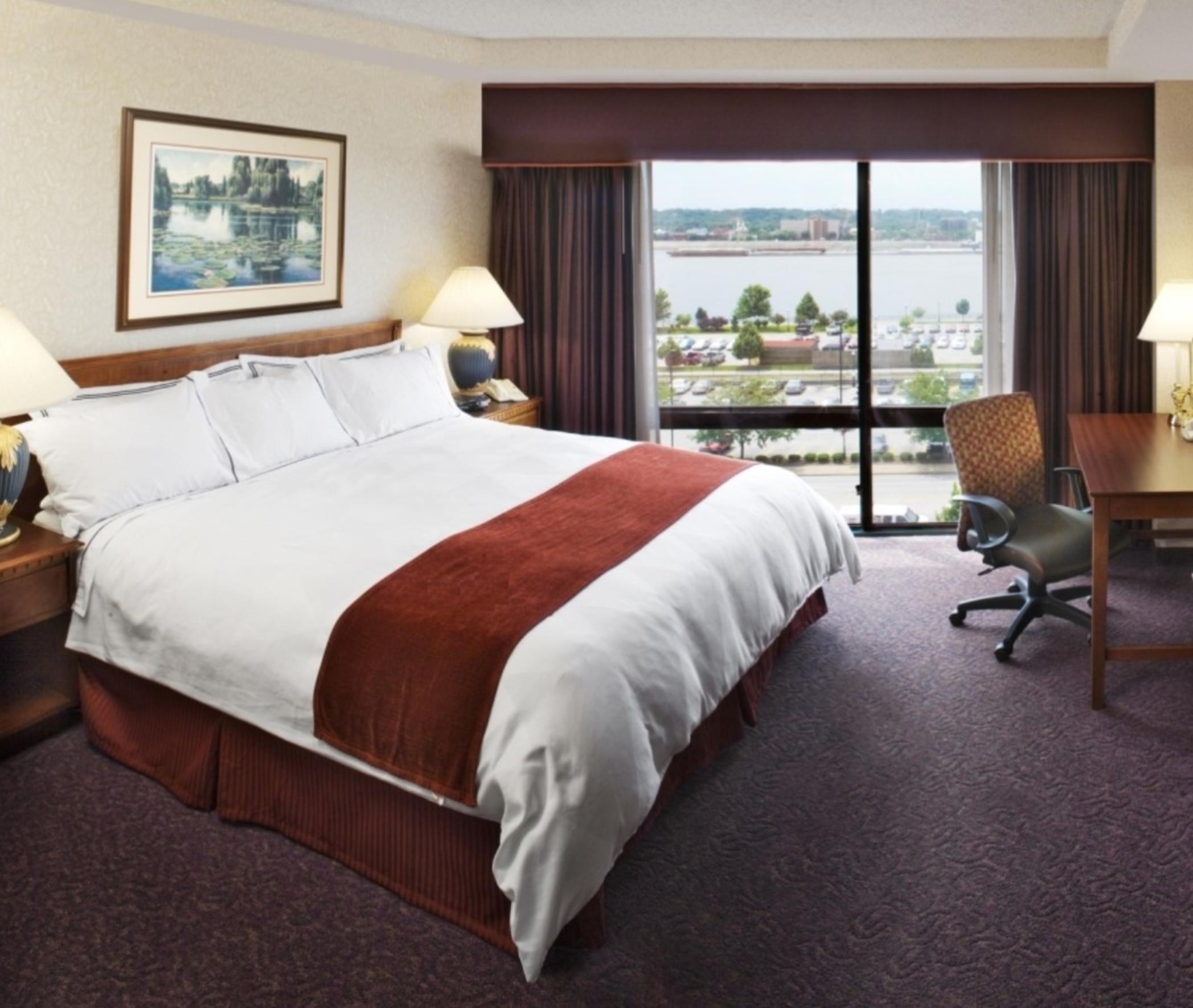 https://www.hotelsbyday.com/_data/default-hotel_image/3/15529/dvpt-80317297-king-guest-room-2095x1771.jpg