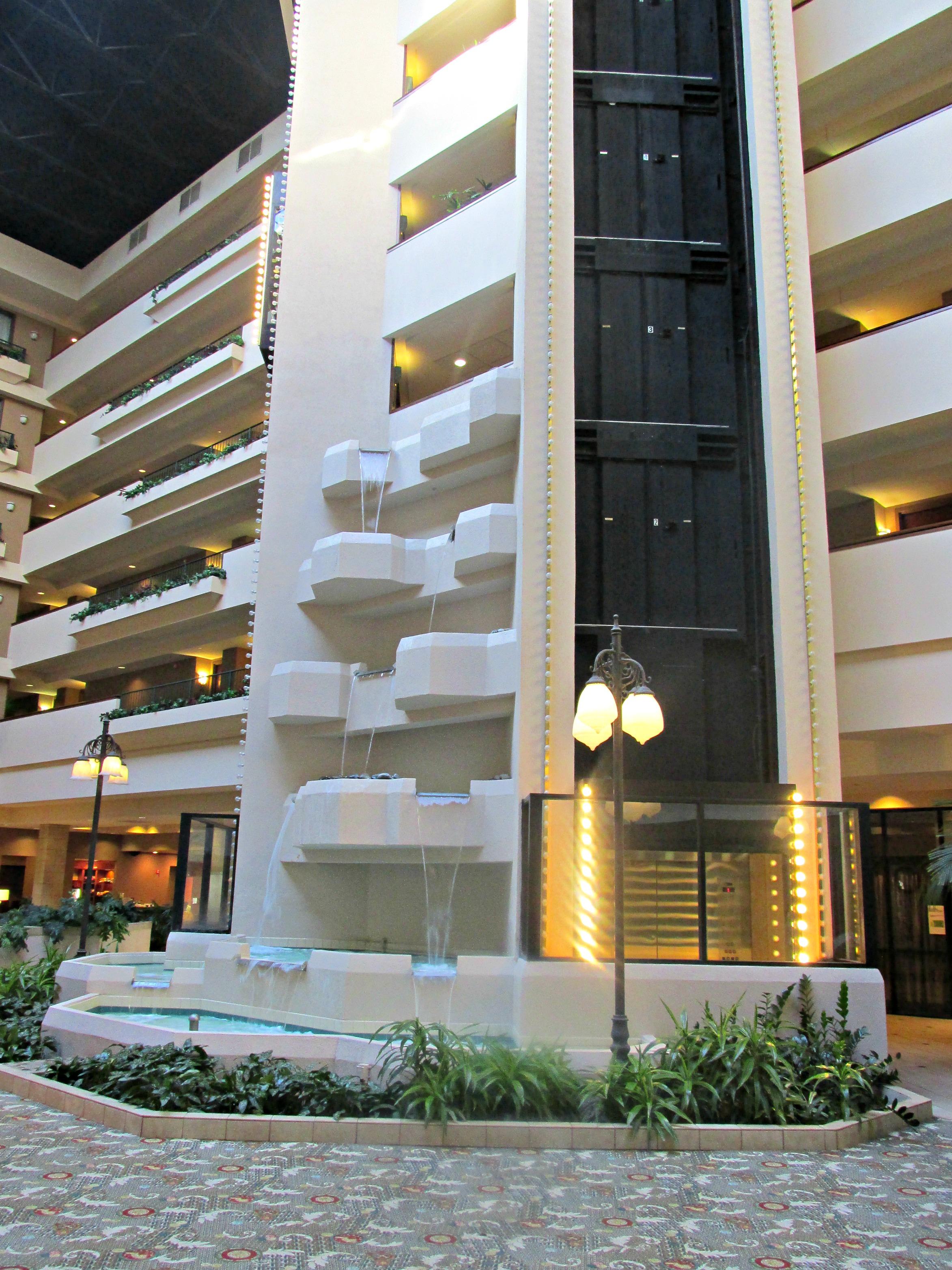 https://www.hotelsbyday.com/_data/default-hotel_image/3/15531/dvpt-65627325-waterfall-2346x3128.jpg