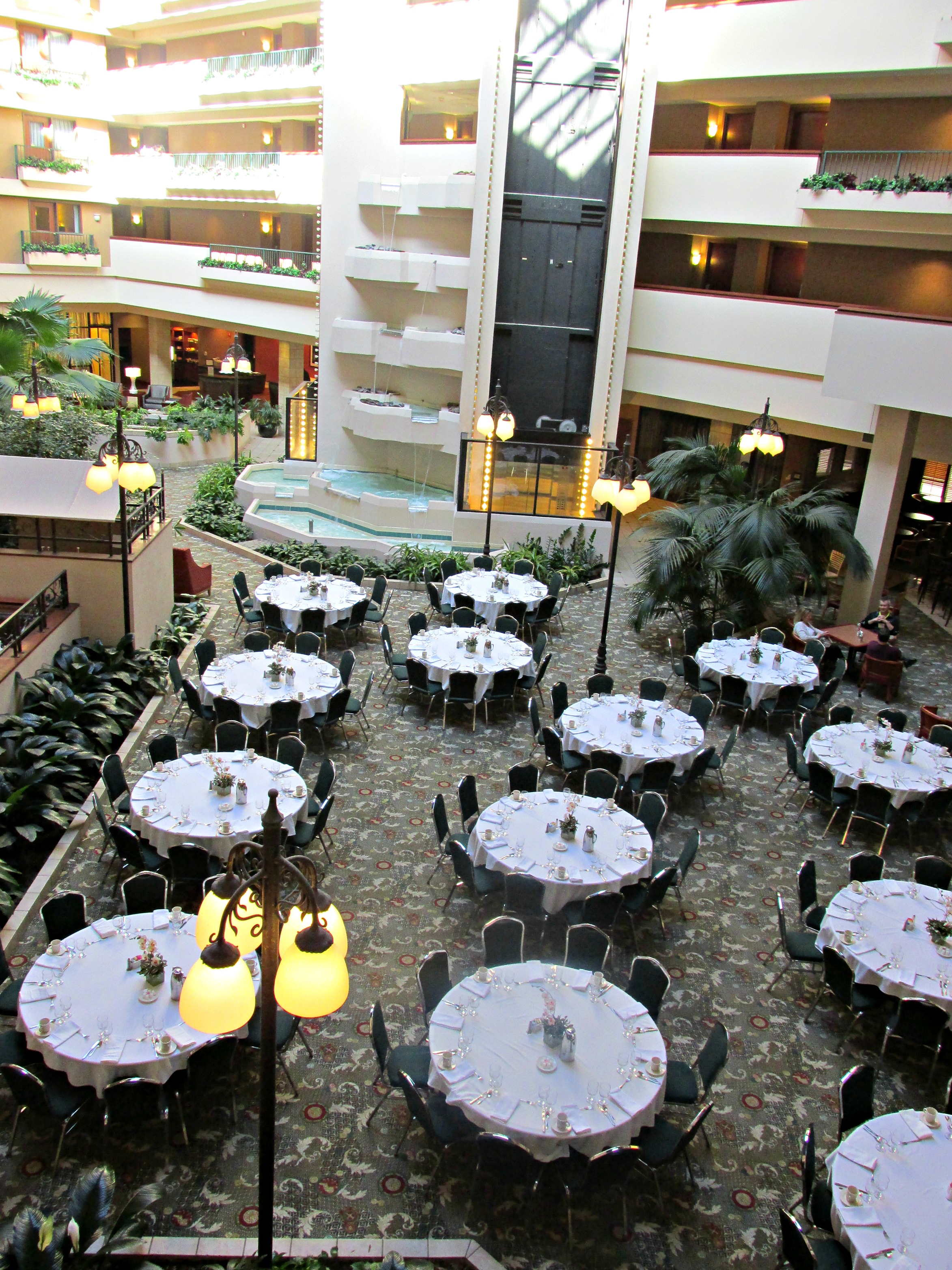 https://www.hotelsbyday.com/_data/default-hotel_image/3/15532/dvpt-65626692-atrium-setup-2346x3128.jpg