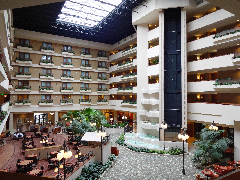 https://www.hotelsbyday.com/_data/default-hotel_image/3/15537/dvpt-52806592-atrium-4896x3672.jpg