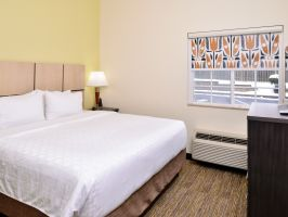 Hotel Candlewood Suites Winchester image