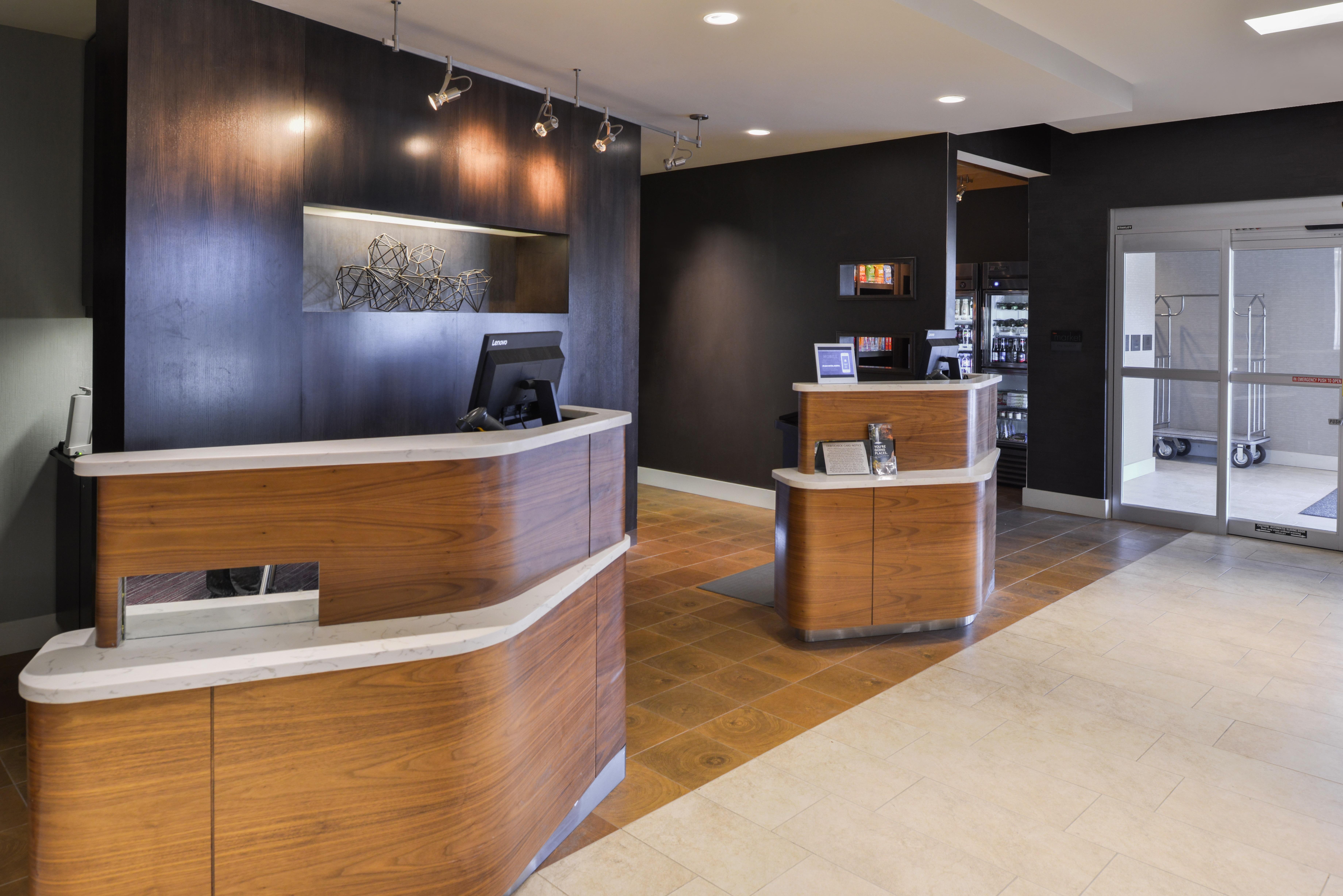 https://www.hotelsbyday.com/_data/default-hotel_image/3/15616/cy-cmhcg-lobby1.jpg