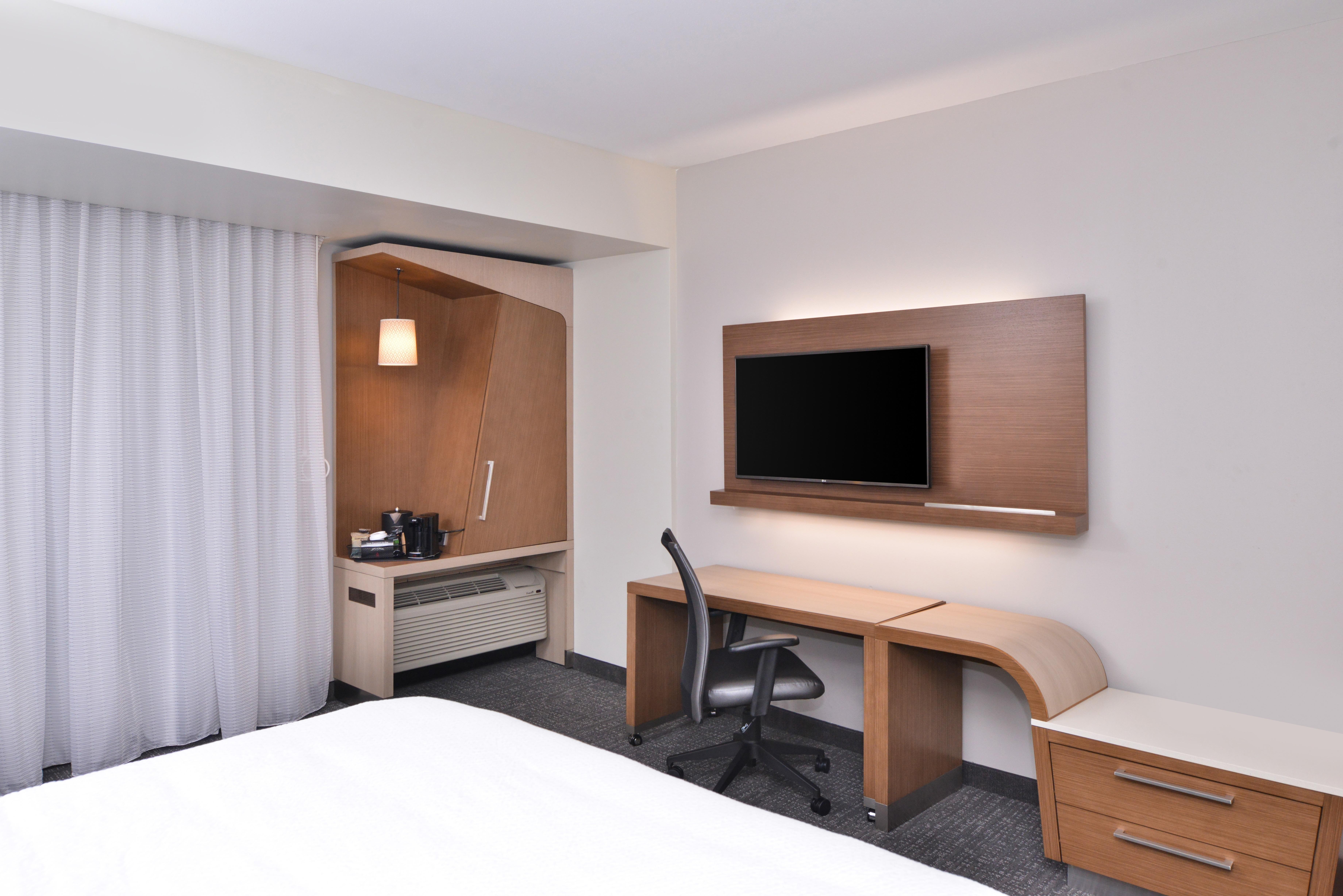https://www.hotelsbyday.com/_data/default-hotel_image/3/15617/cy-cmhcg-king2.jpg