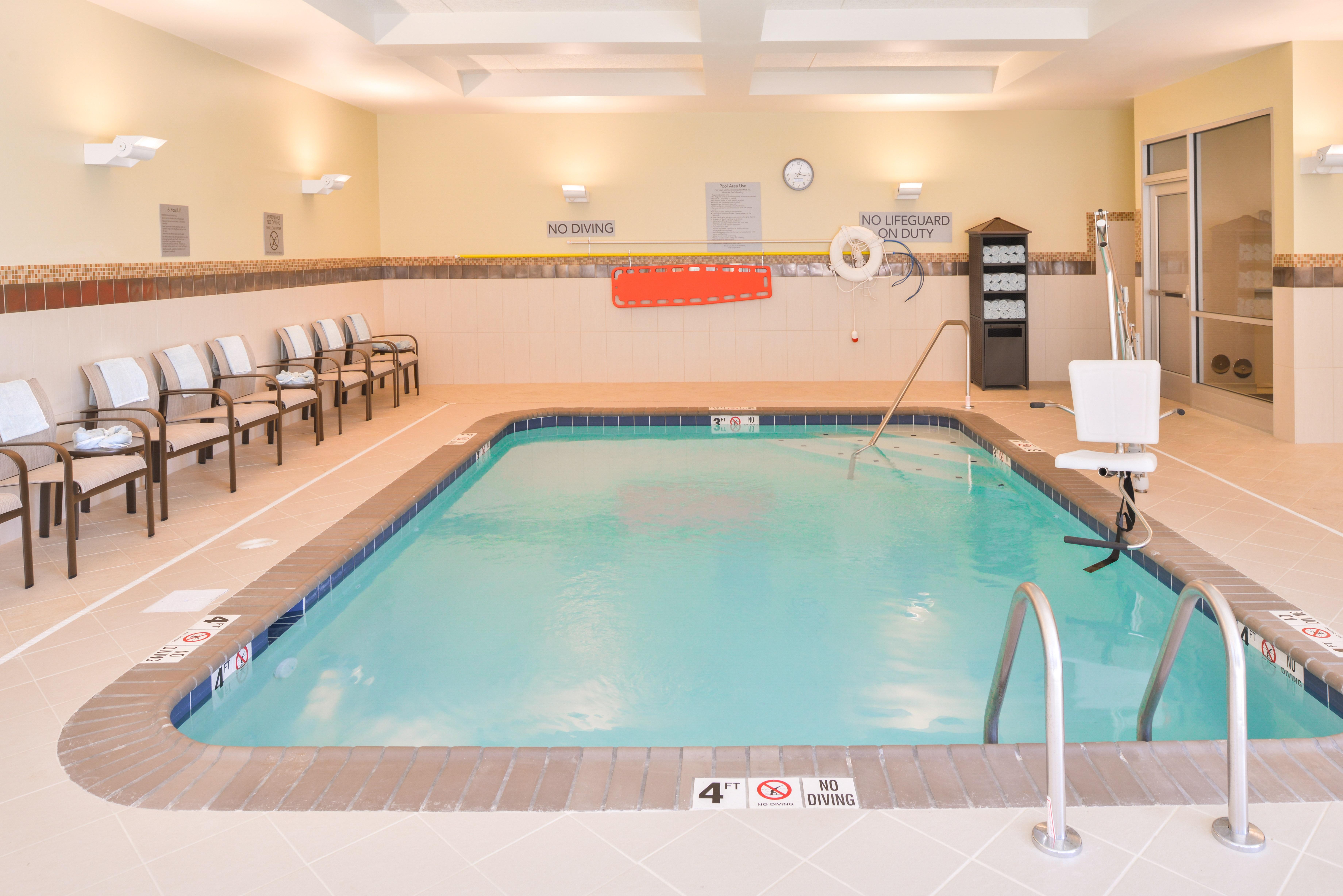 https://www.hotelsbyday.com/_data/default-hotel_image/3/15619/cy-cmhcg-pool1.jpg