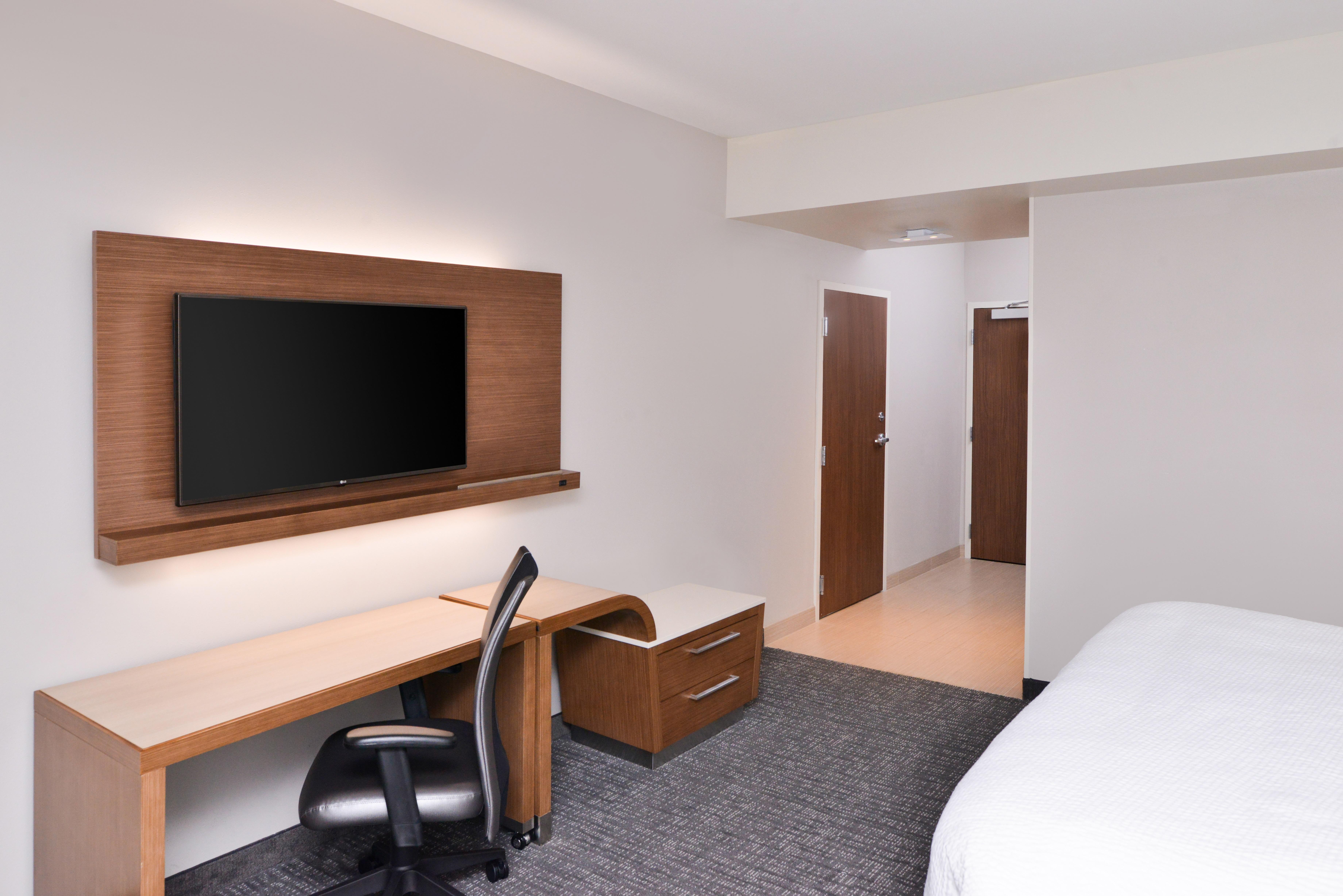 https://www.hotelsbyday.com/_data/default-hotel_image/3/15620/cy-cmhcg-king4.jpg