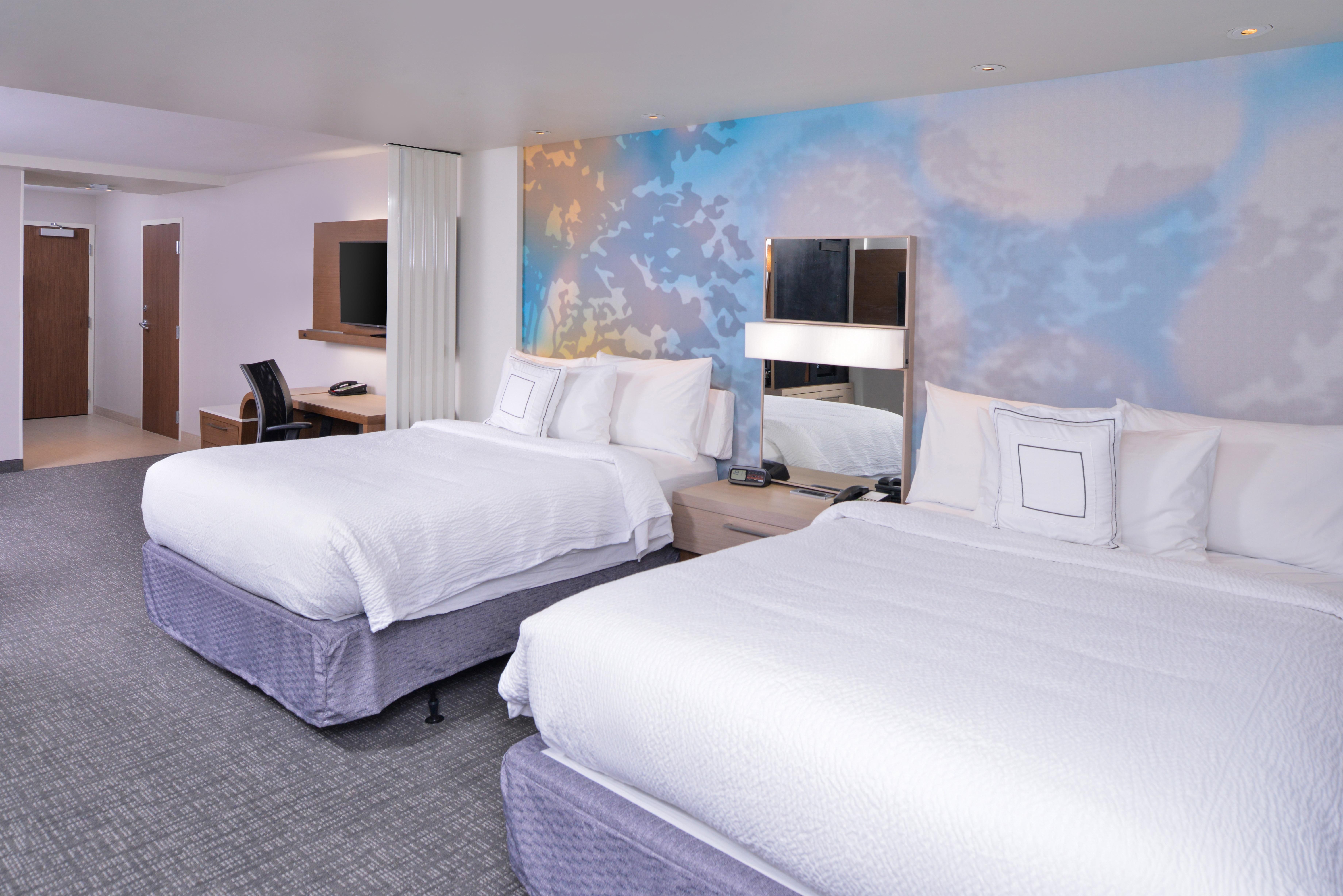 https://www.hotelsbyday.com/_data/default-hotel_image/3/15625/cy-cmhcg-2queenstudio4.jpg