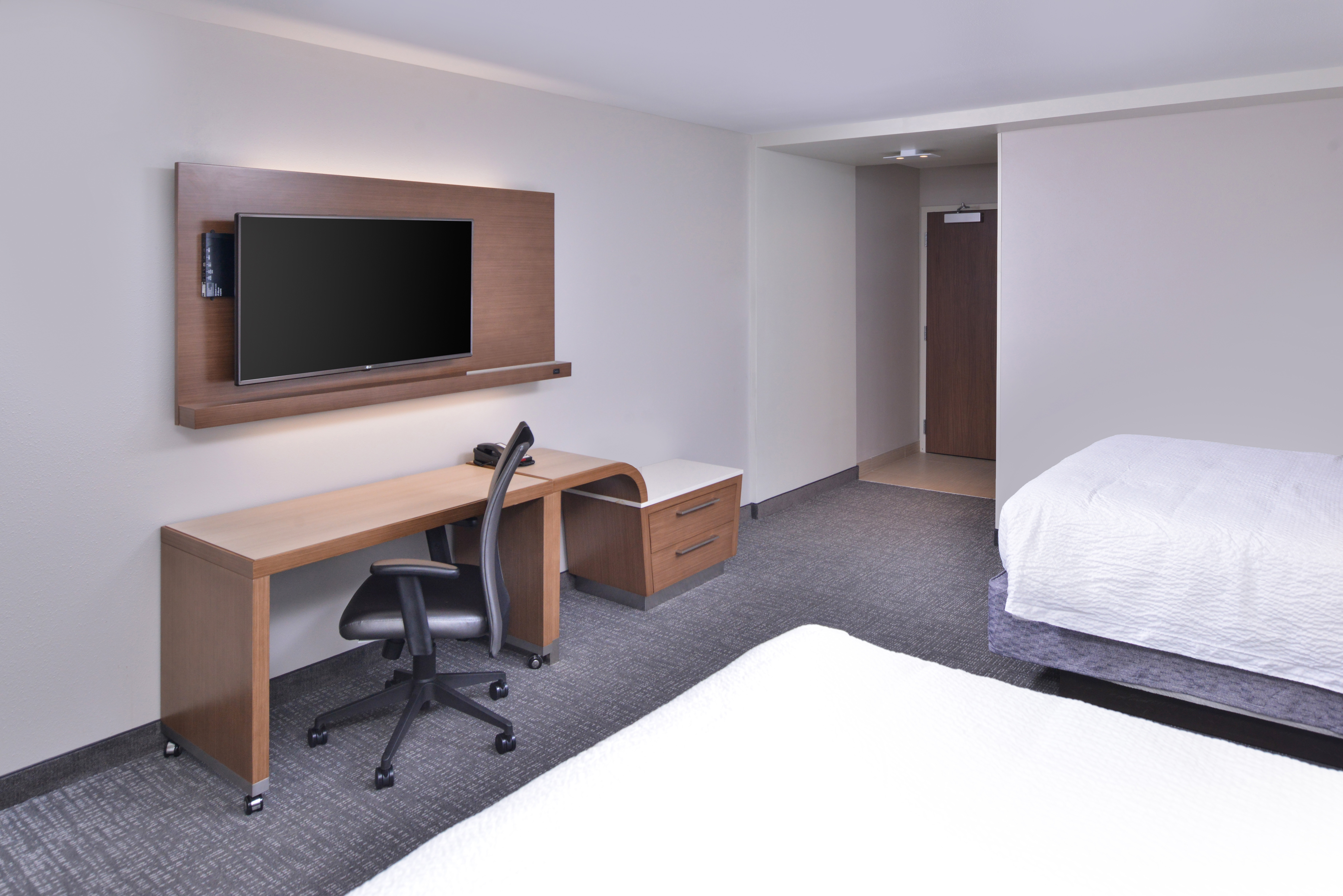 https://www.hotelsbyday.com/_data/default-hotel_image/3/15626/cy-cmhcg-2queenextended3.jpg
