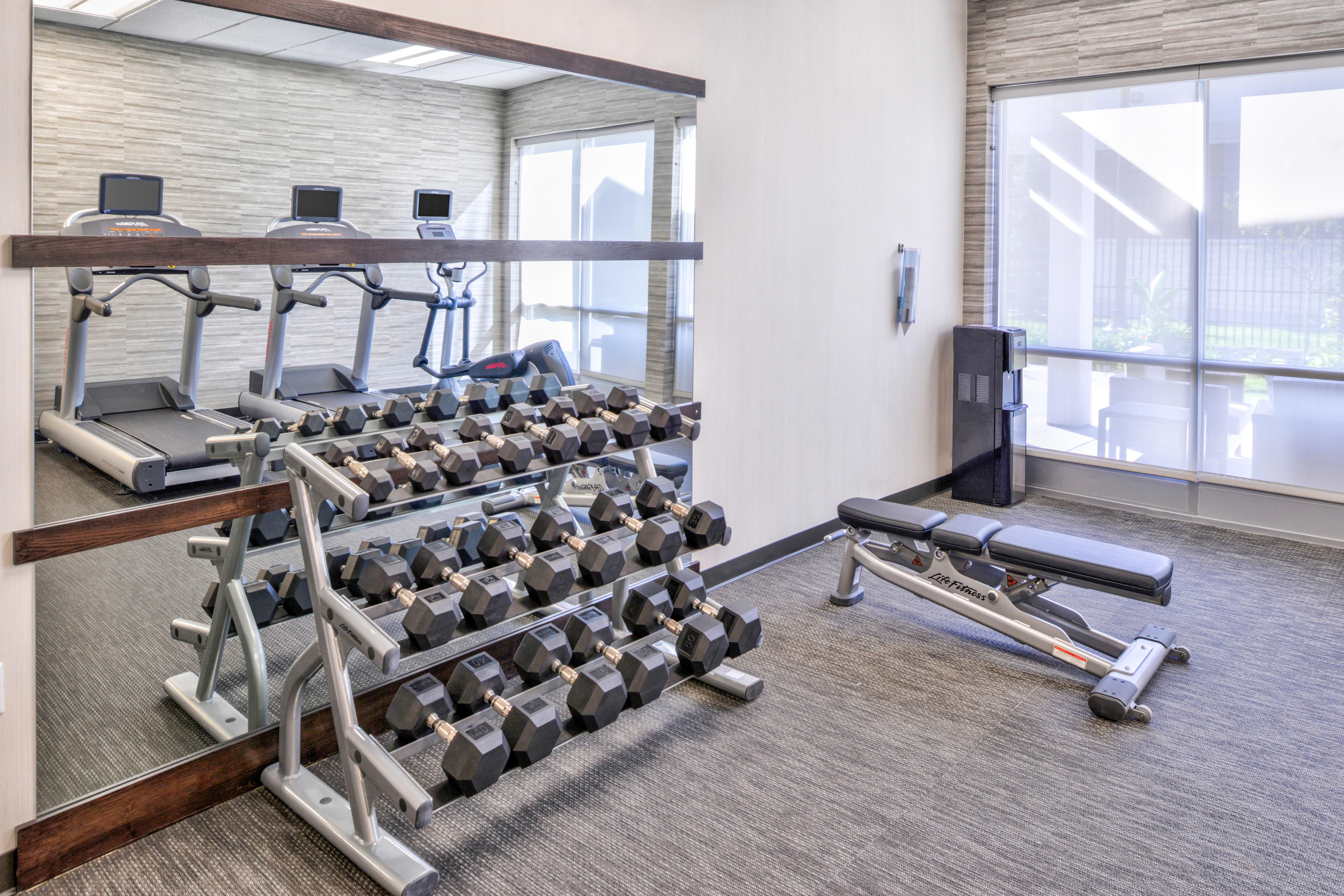 https://www.hotelsbyday.com/_data/default-hotel_image/3/15627/cy-cmhcg-fitnesscenter2.jpg