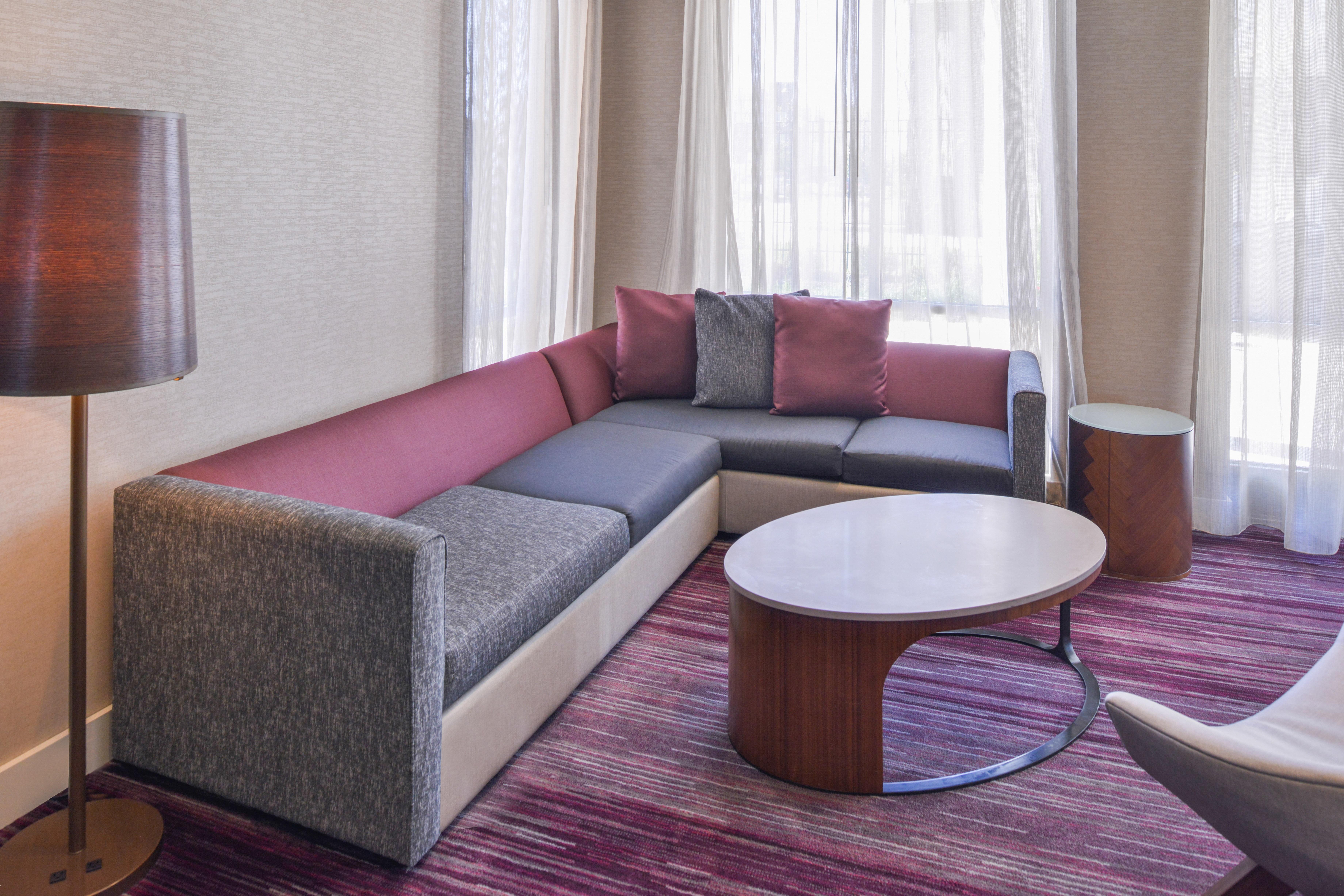 https://www.hotelsbyday.com/_data/default-hotel_image/3/15634/cy-cmhcg-hometheatre3.jpg