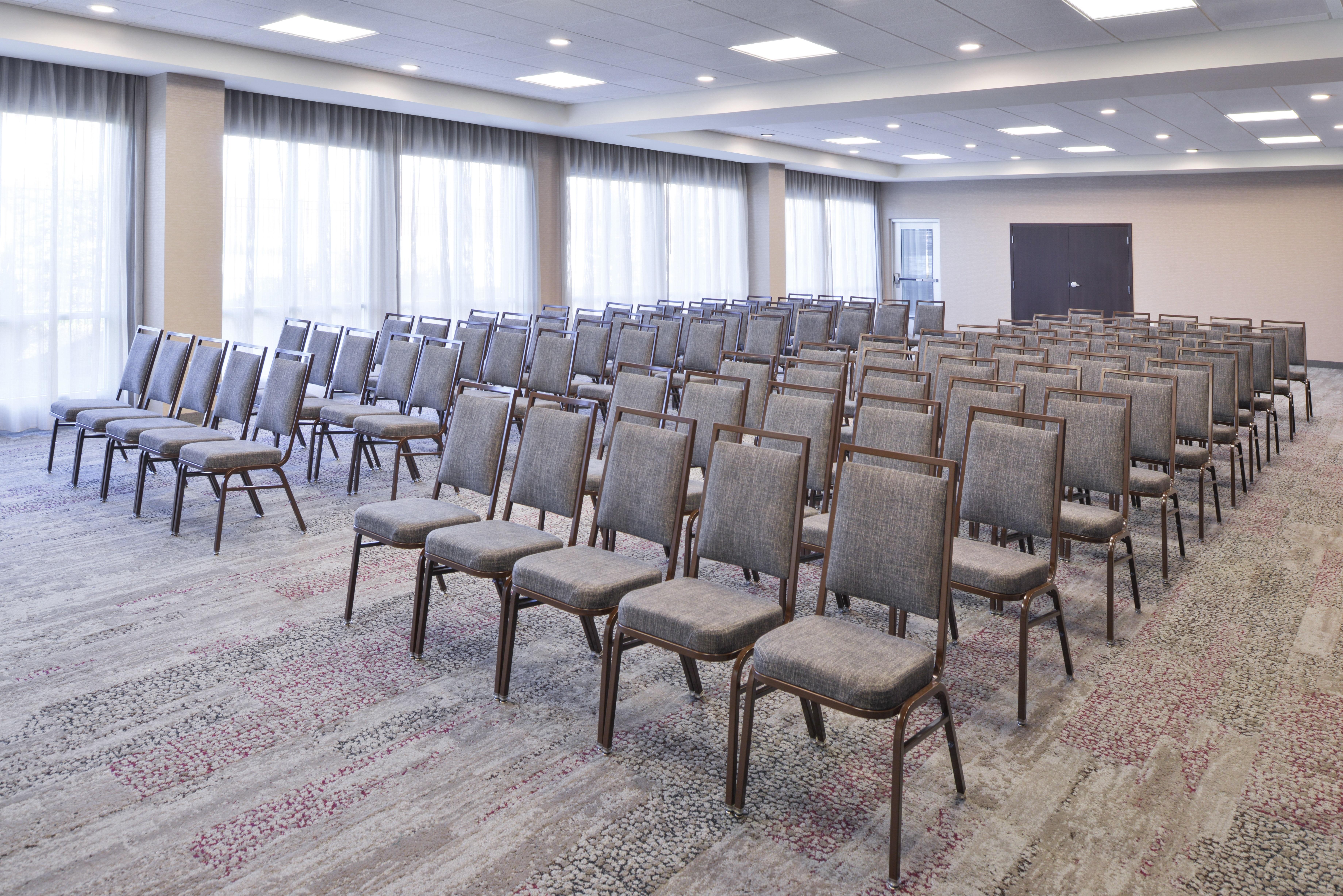 https://www.hotelsbyday.com/_data/default-hotel_image/3/15635/cy-cmhcg-meeting2-3.jpg