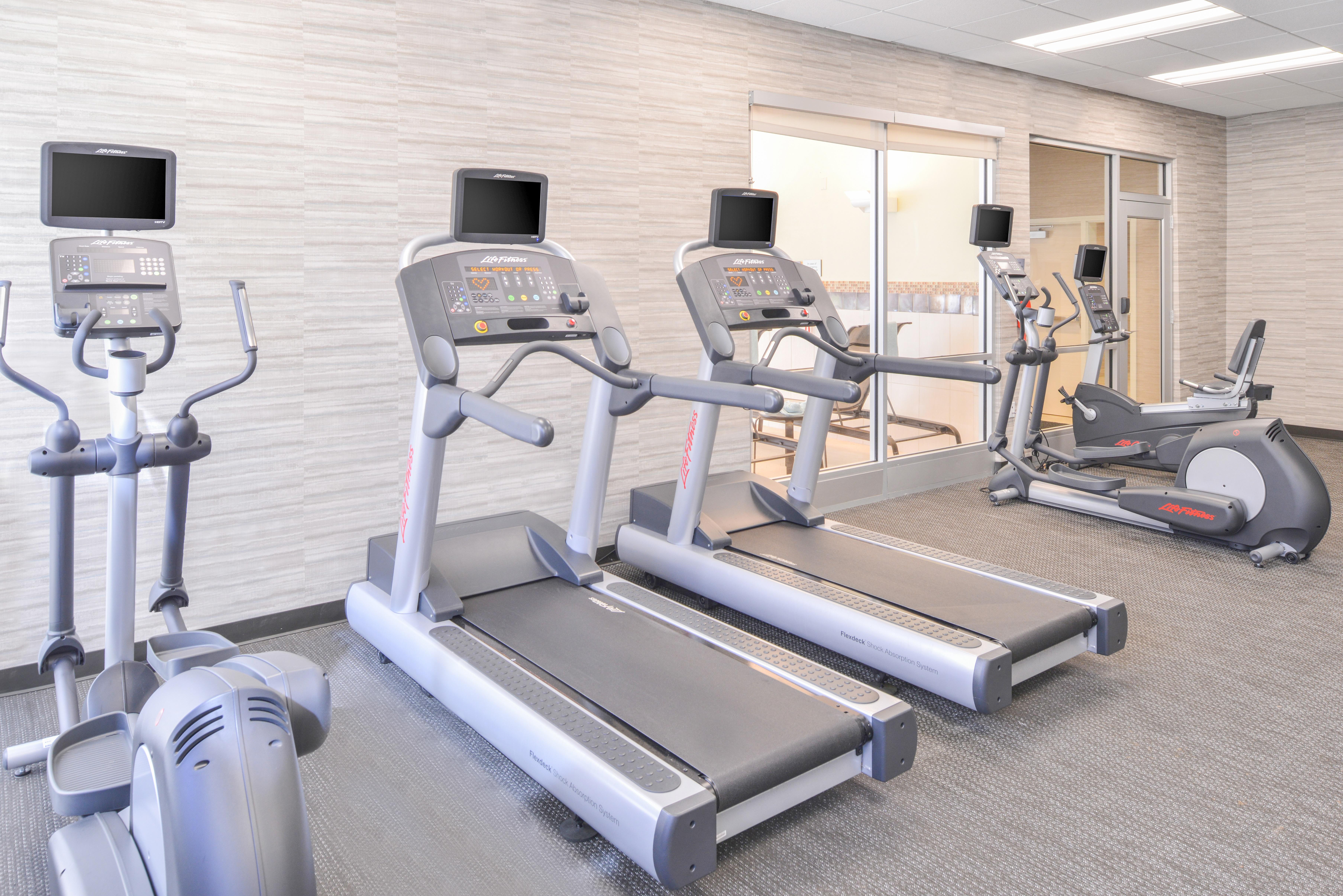 https://www.hotelsbyday.com/_data/default-hotel_image/3/15644/cy-cmhcg-fitnesscenter3.jpg