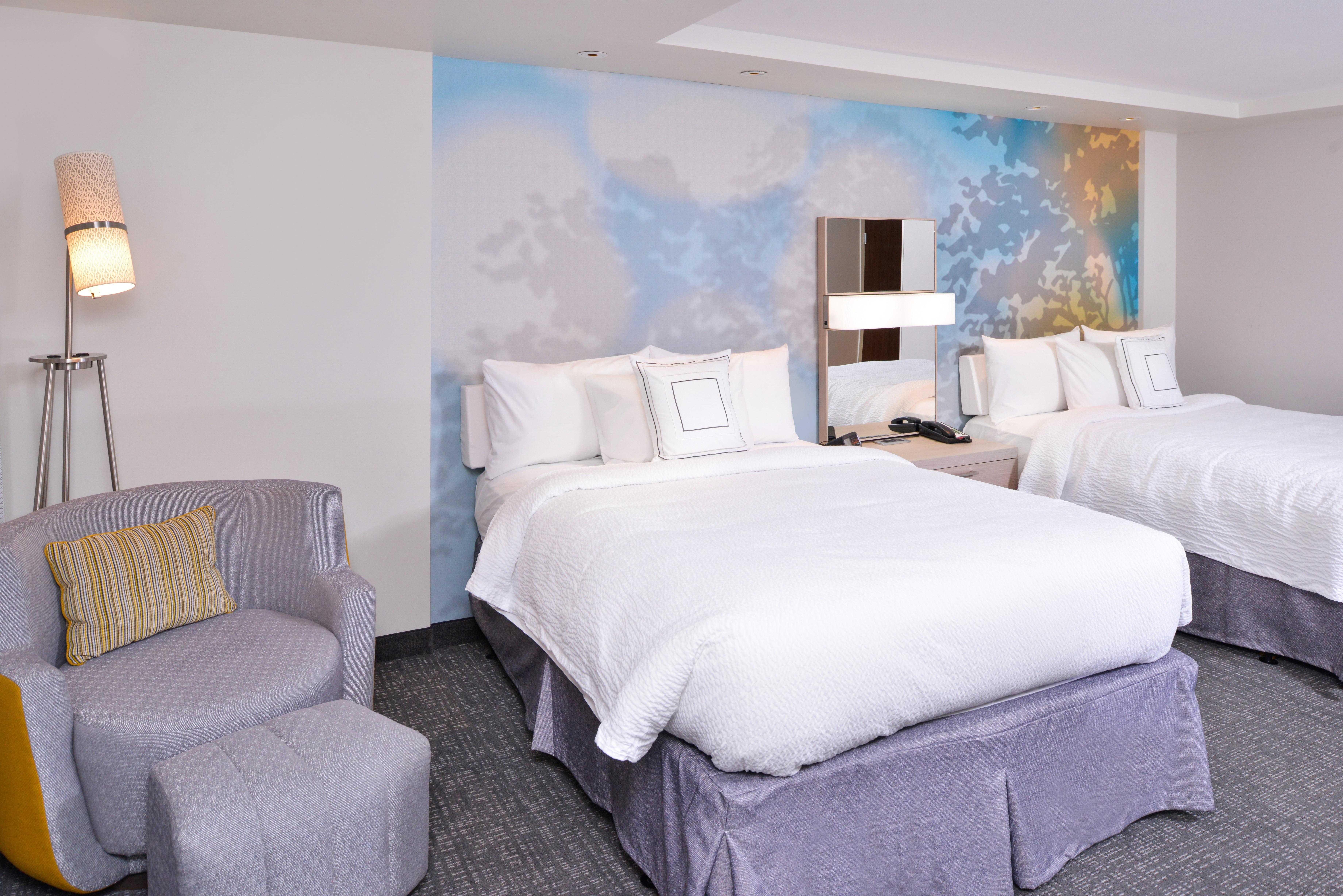 https://www.hotelsbyday.com/_data/default-hotel_image/3/15649/cy-cmhcg-2queen4.jpg