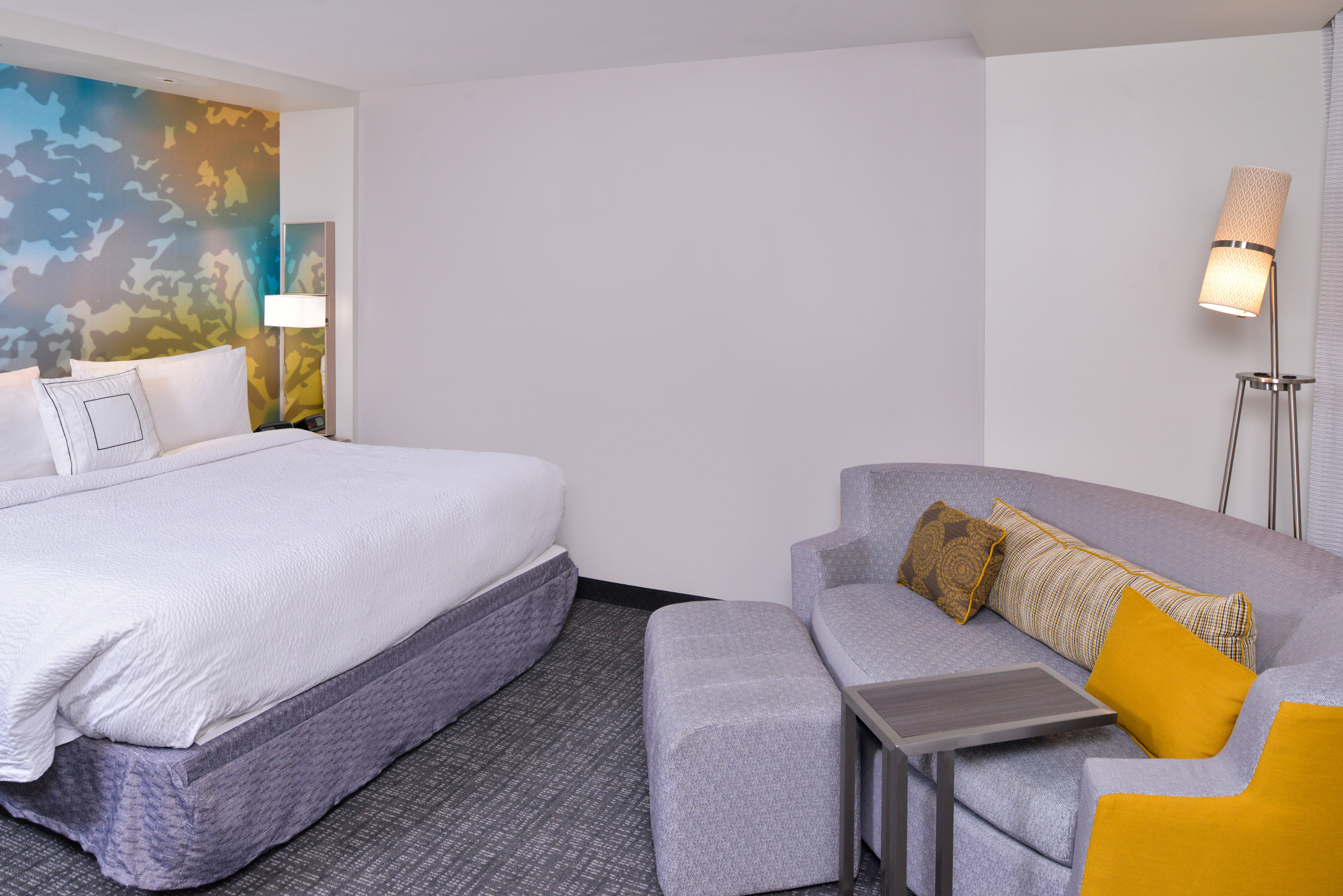 https://www.hotelsbyday.com/_data/default-hotel_image/3/15650/cy-cmhcg-kingsofabed3.jpg