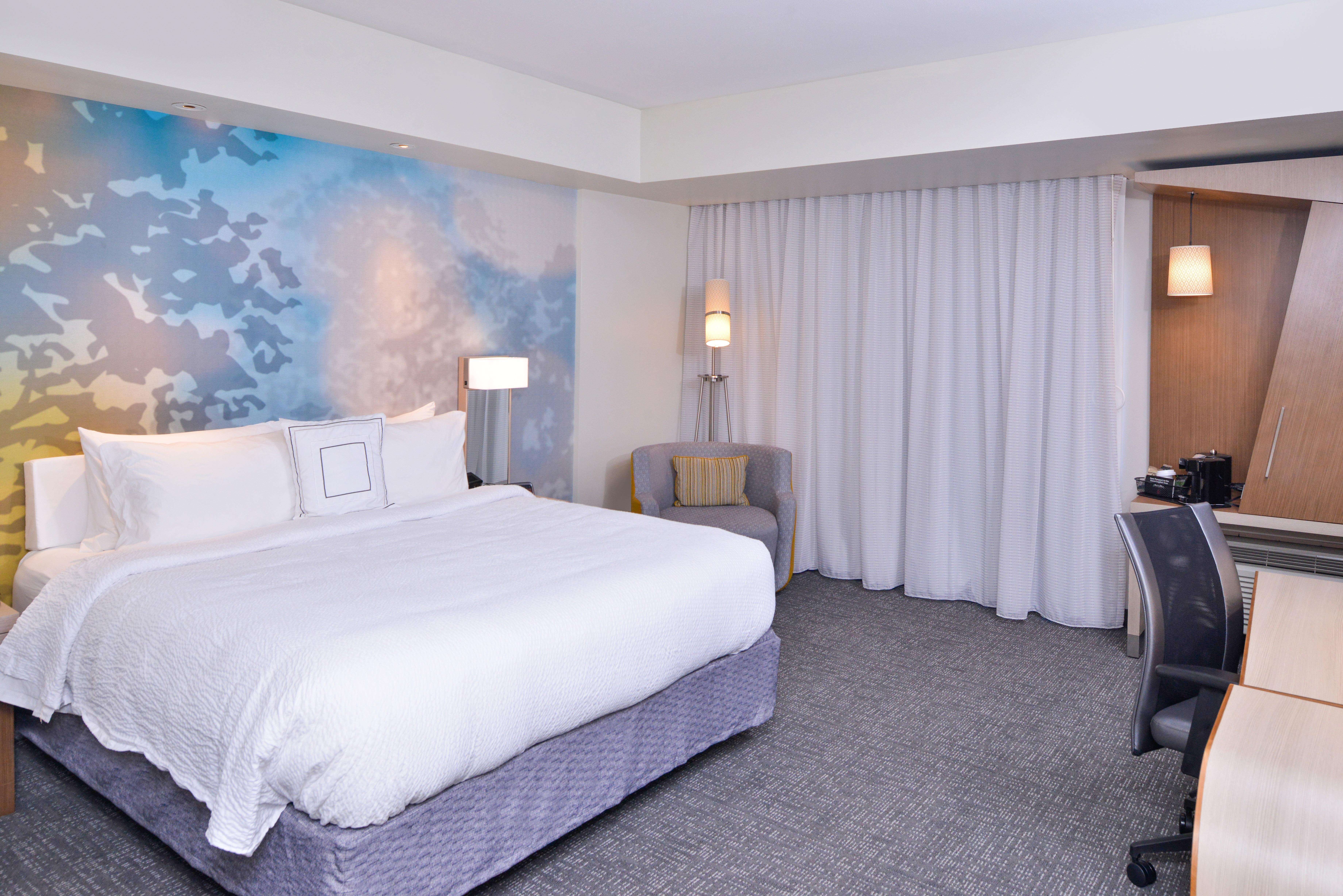 https://www.hotelsbyday.com/_data/default-hotel_image/3/15652/cy-cmhcg-king1.jpg