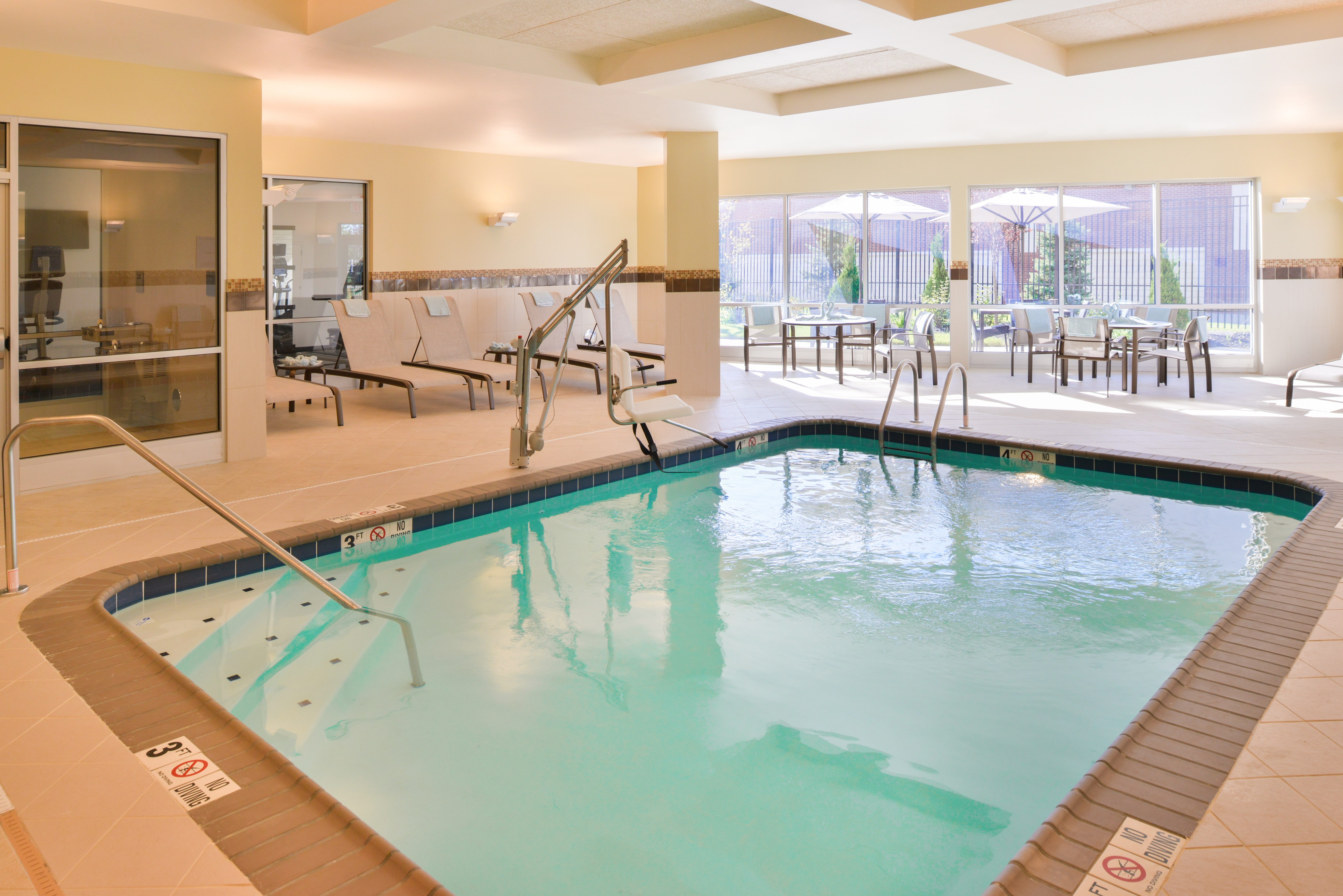 https://www.hotelsbyday.com/_data/default-hotel_image/3/15675/cy-cmhcg-pool4.jpg