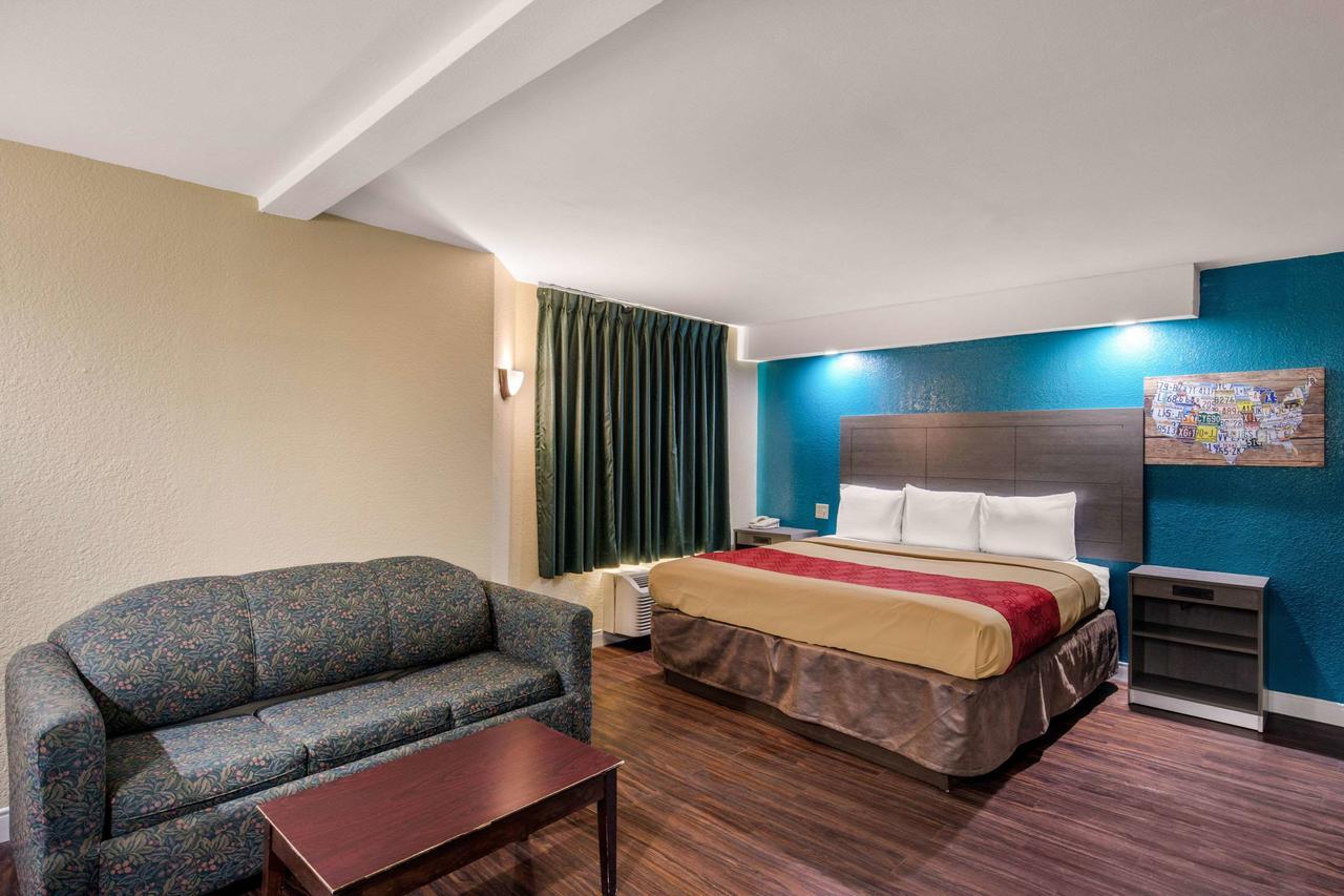 https://www.hotelsbyday.com/_data/default-hotel_image/3/15795/169753400.jpg
