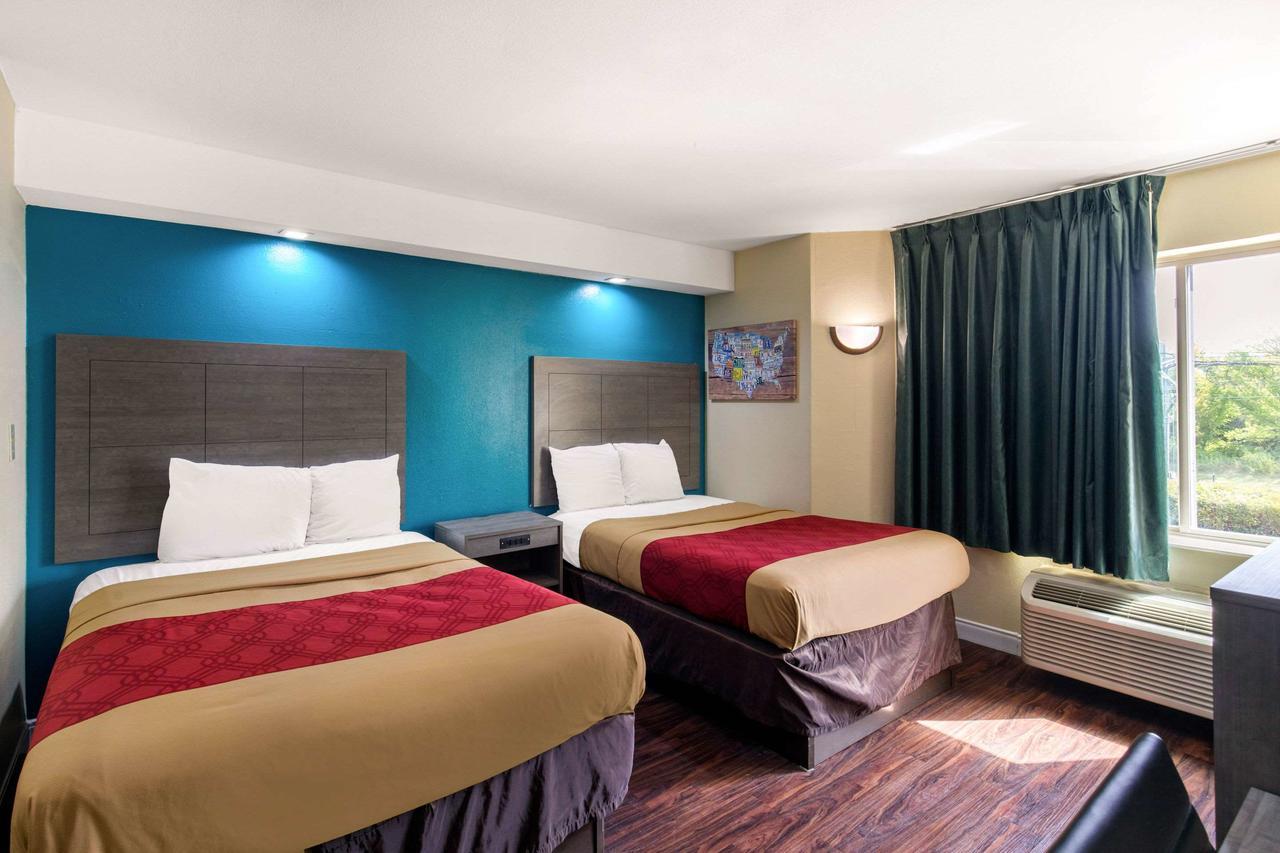 https://www.hotelsbyday.com/_data/default-hotel_image/3/15799/169753900.jpg