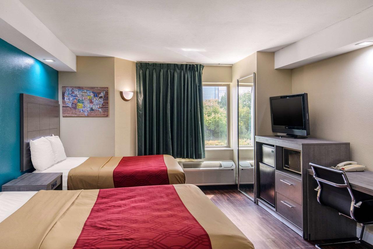 https://www.hotelsbyday.com/_data/default-hotel_image/3/15800/169754129.jpg