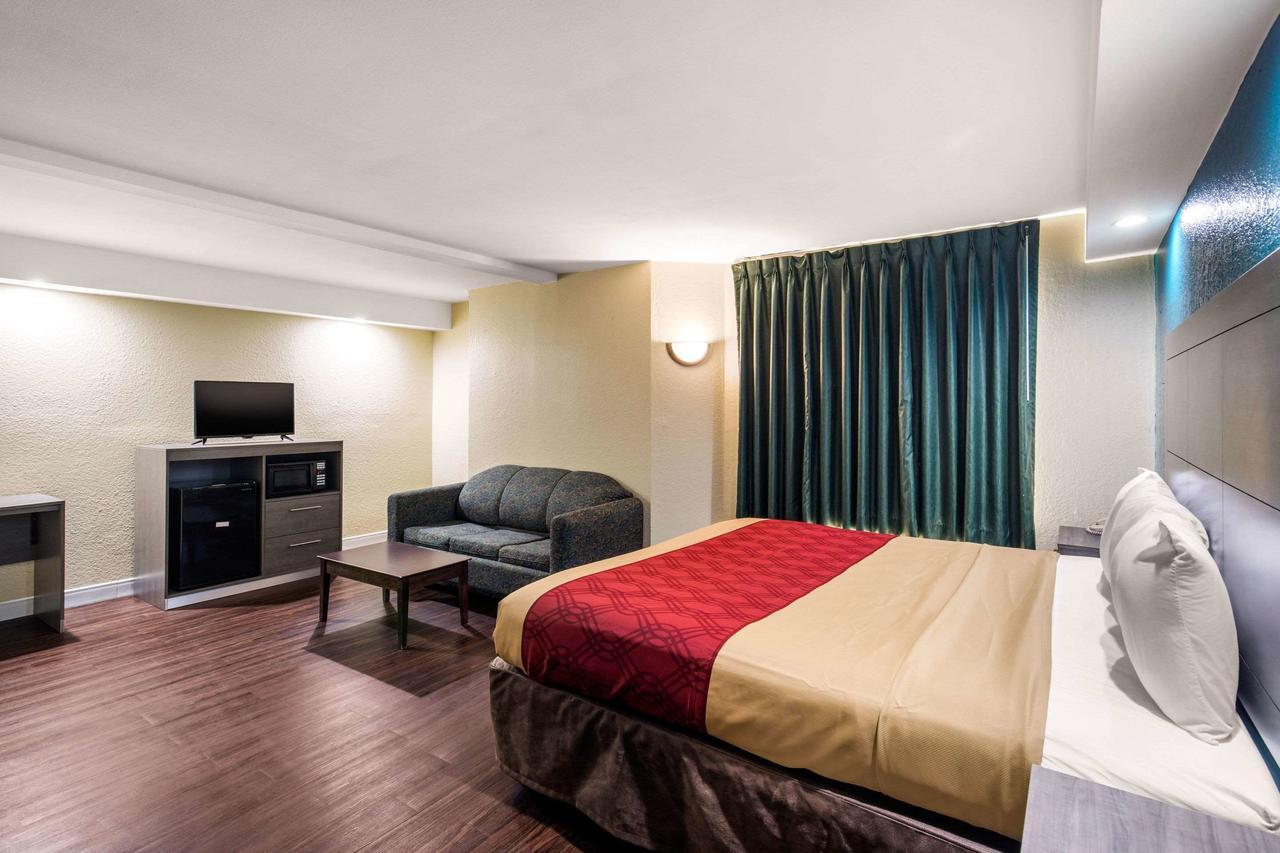 https://www.hotelsbyday.com/_data/default-hotel_image/3/15801/169754076.jpg